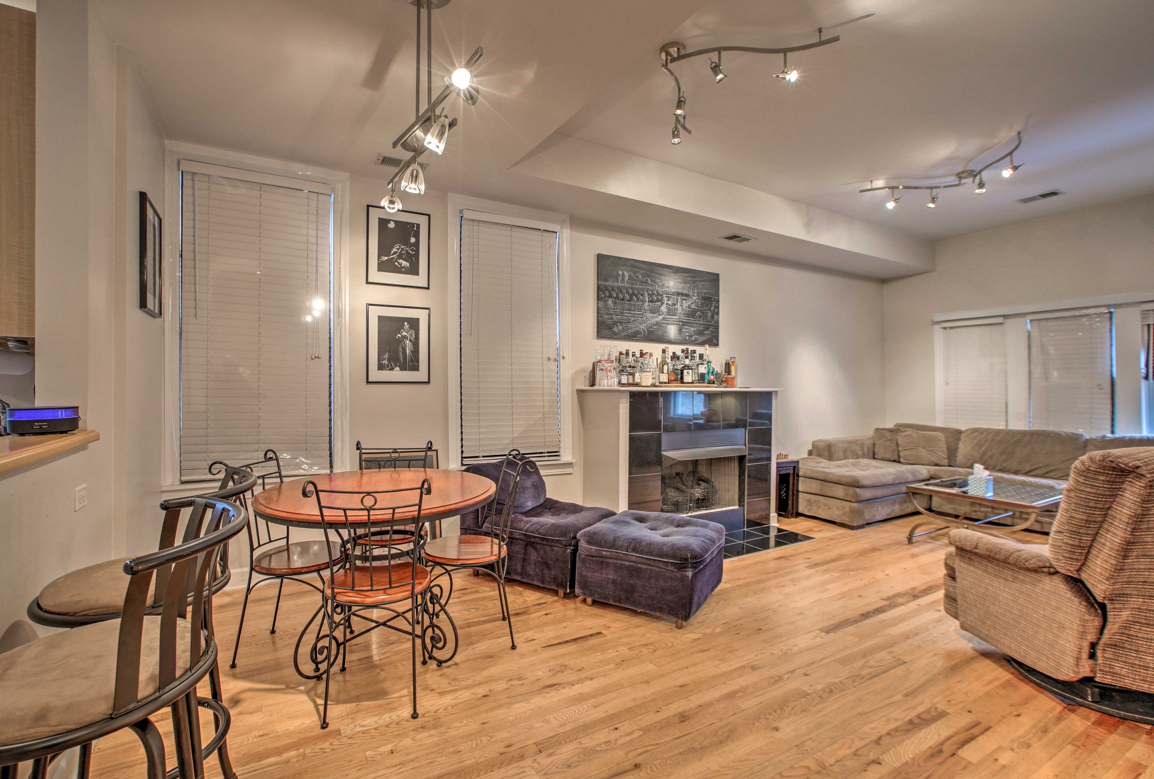 Explore the remarkable city of Chicago from this prime apartment!
