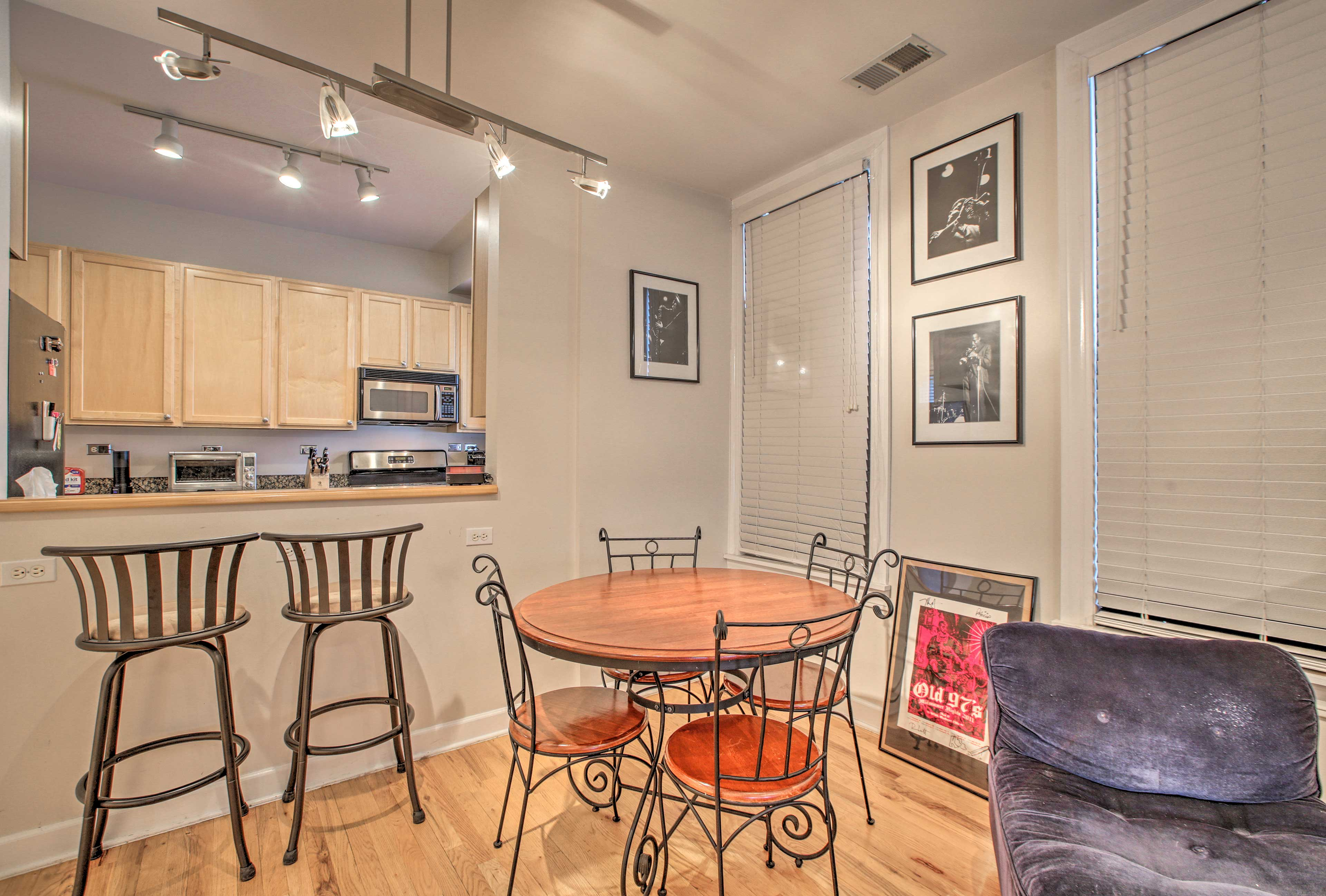 A quaint 4-person dining table & 2-person breakfast bar offer seating for 6.