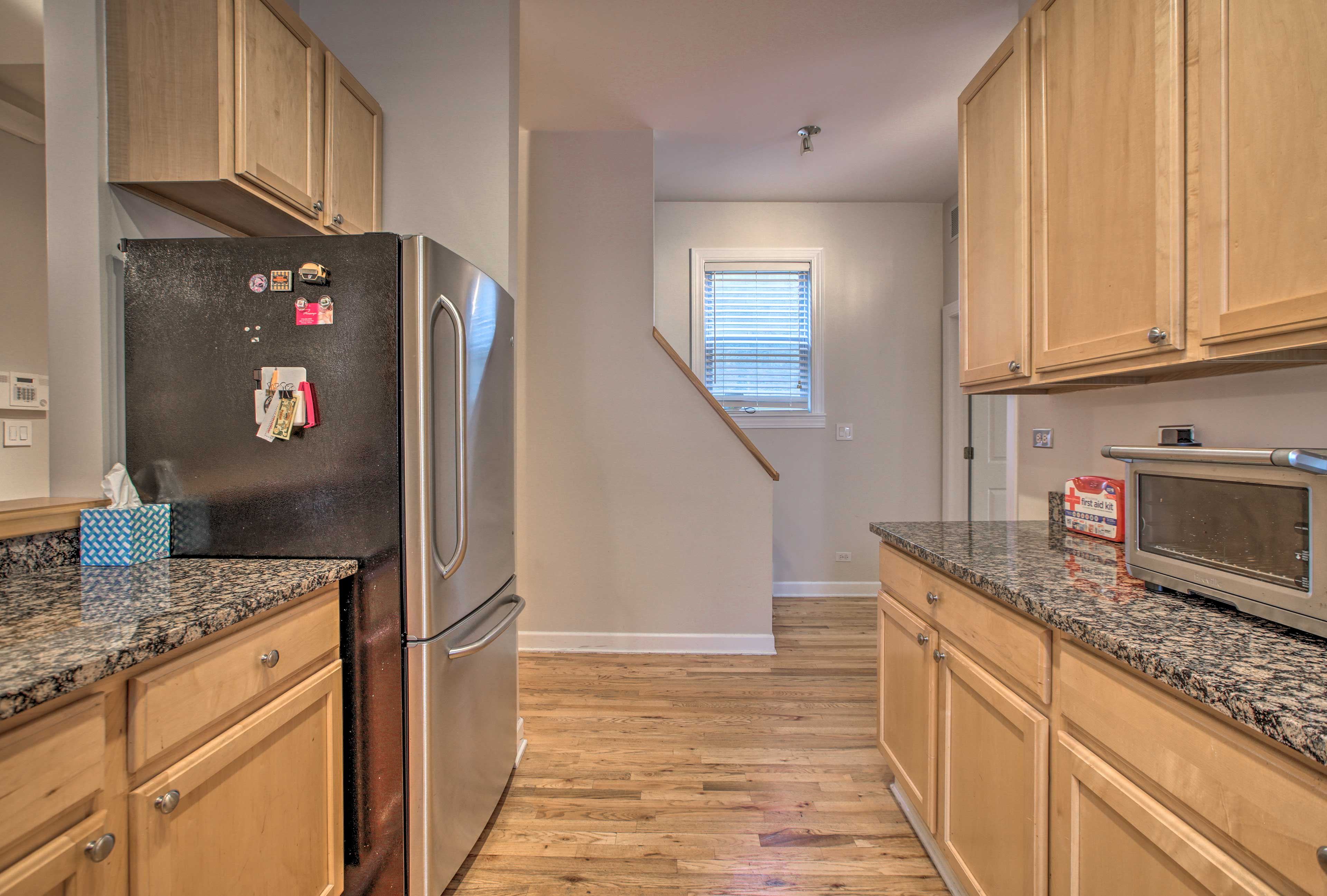Stainless steel appliances & granite countertops elevate the space.