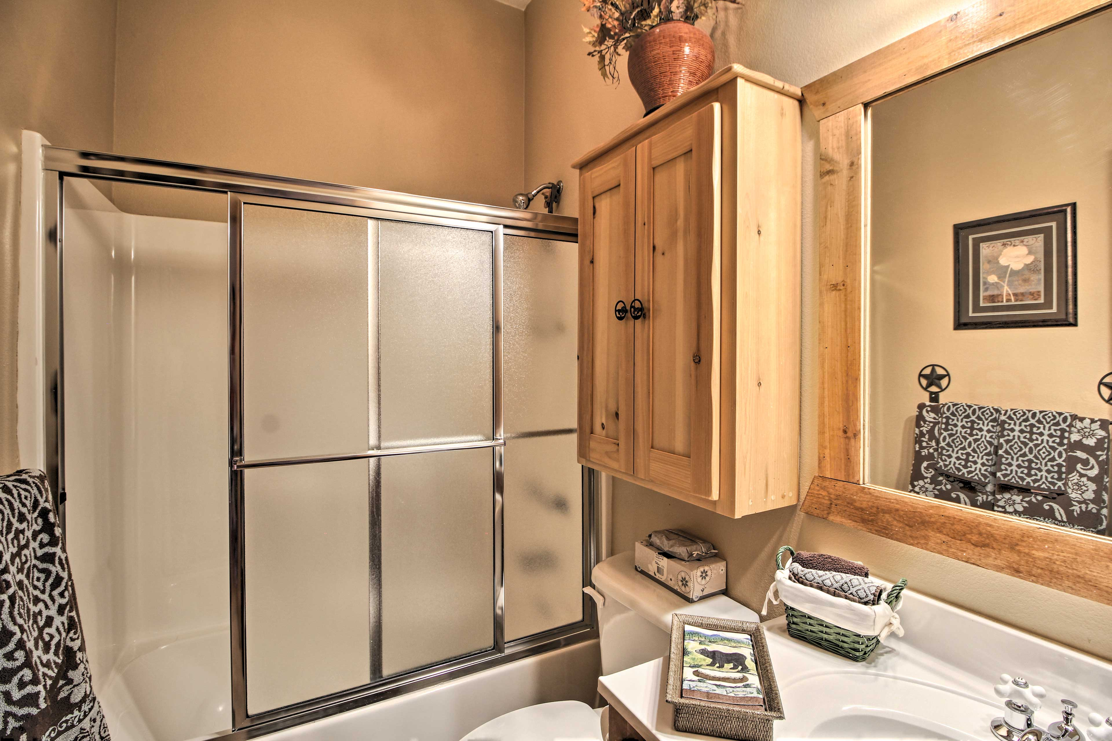 Rinse off in the shower/tub combo with sliding frosty doors.
