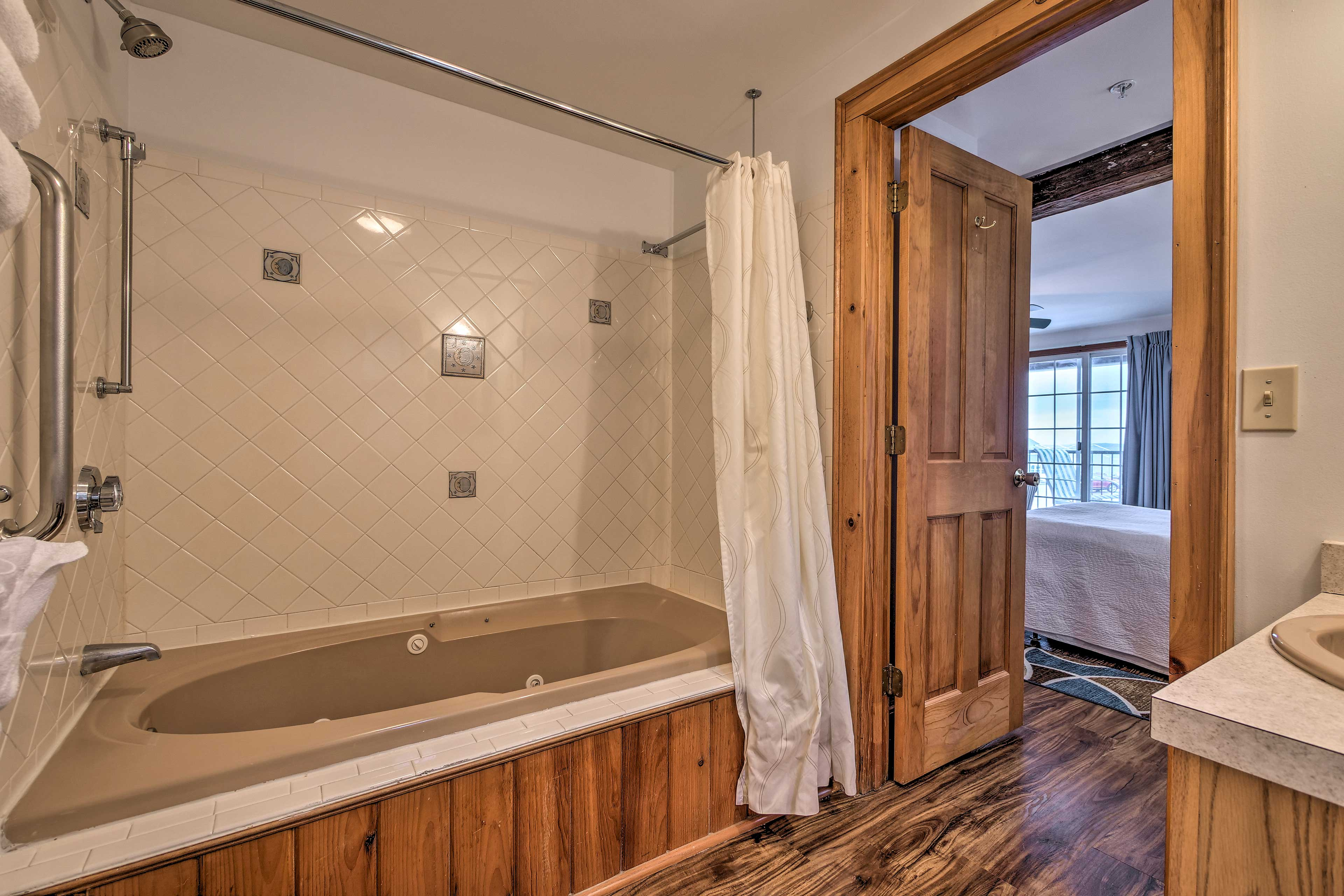 Soak in the Jacuzzi tub after a long day!