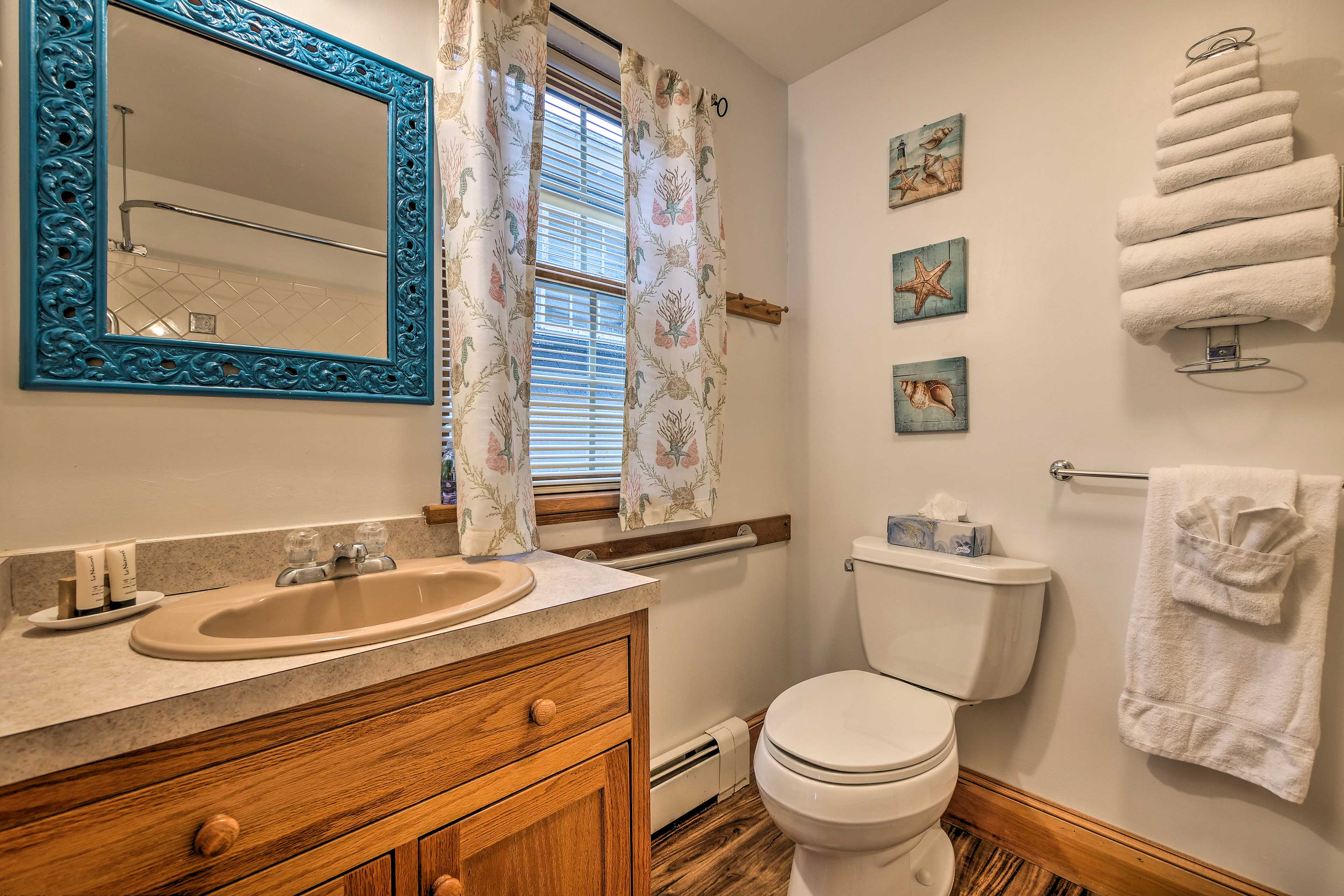 Use the vanity & lovely mirror to maintain your morning routine!