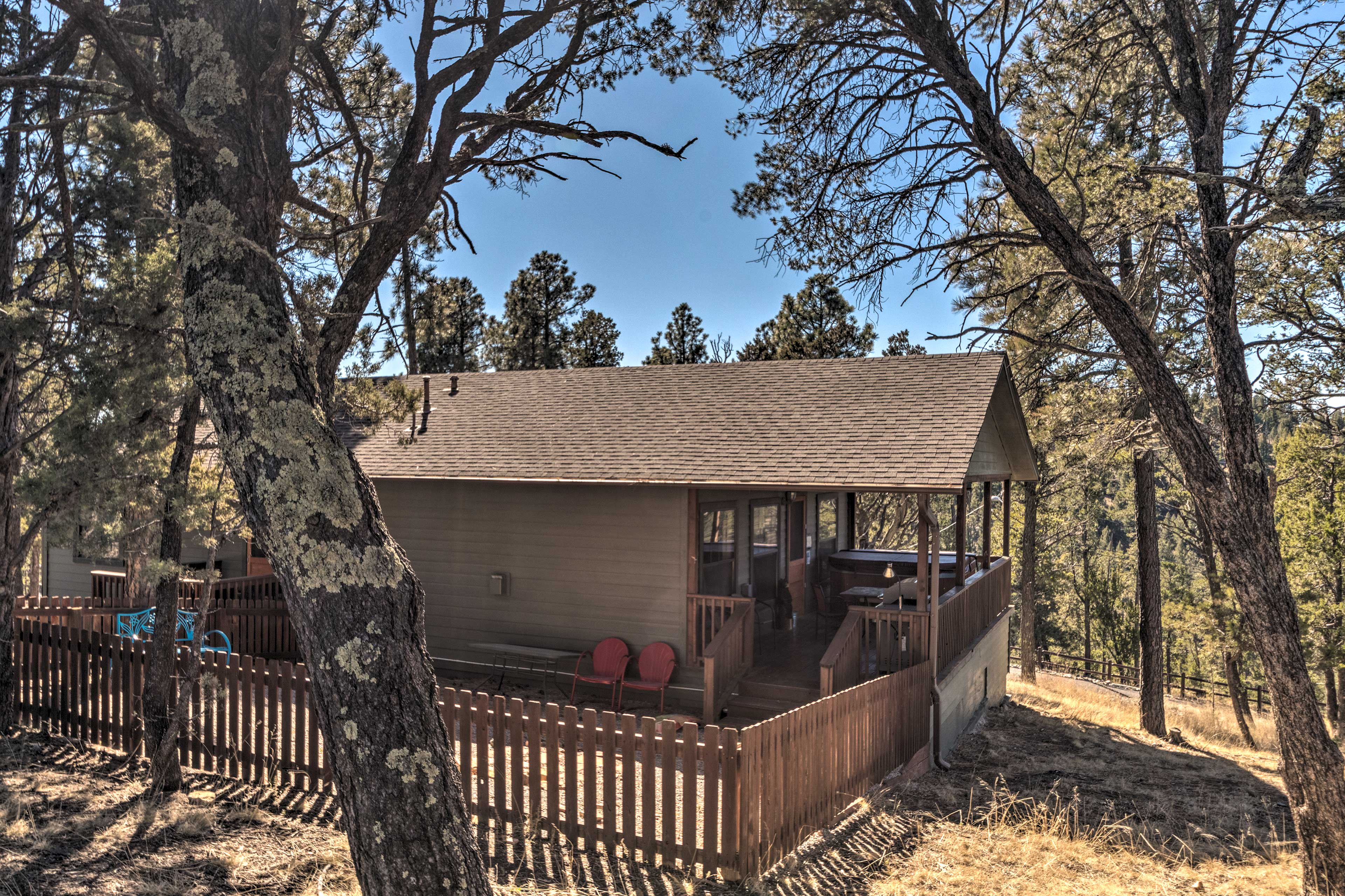 This home is located just 2 miles from downtown and 5 miles to Grindstone Lake.