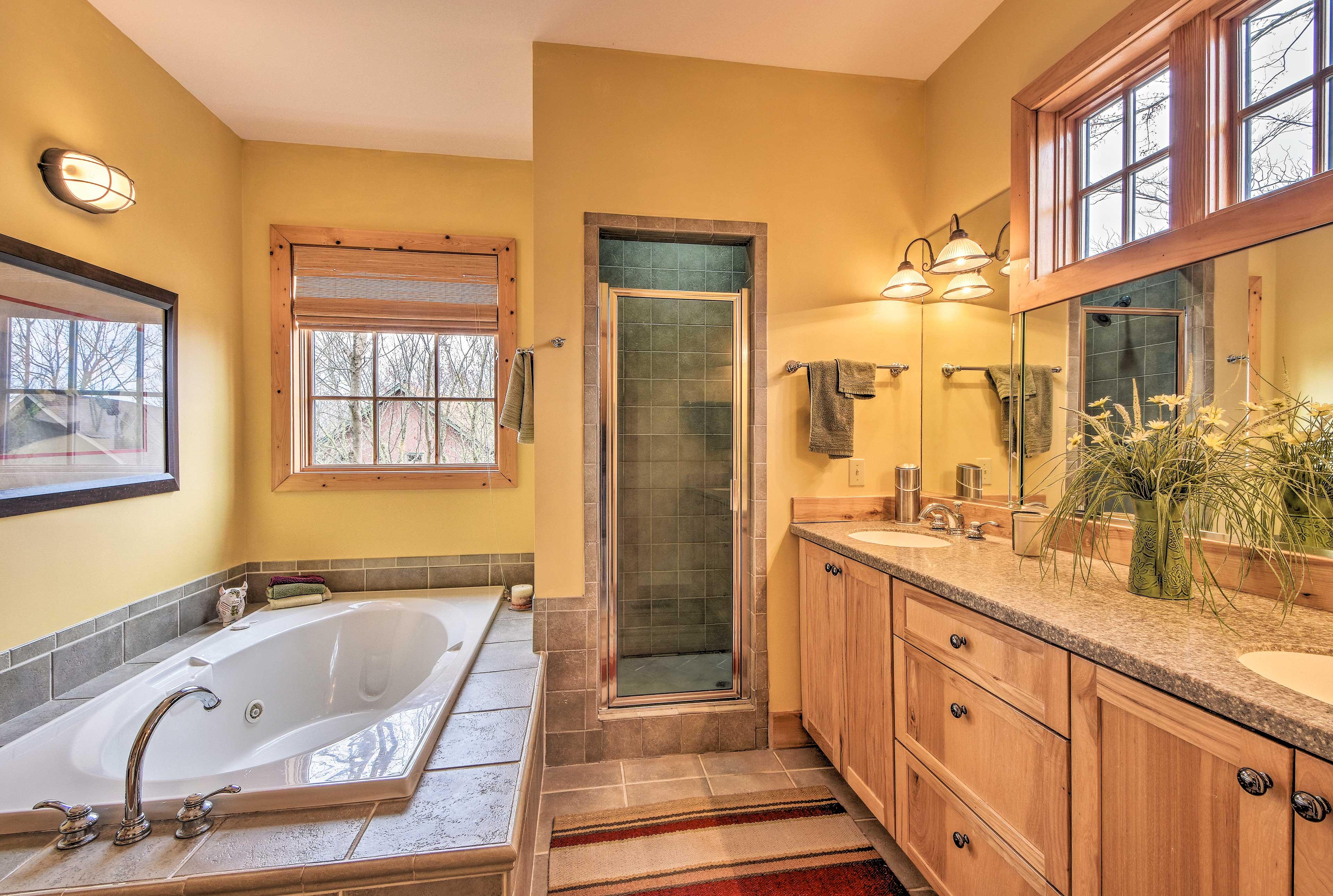 Full Bathroom 1 | Towels Provided