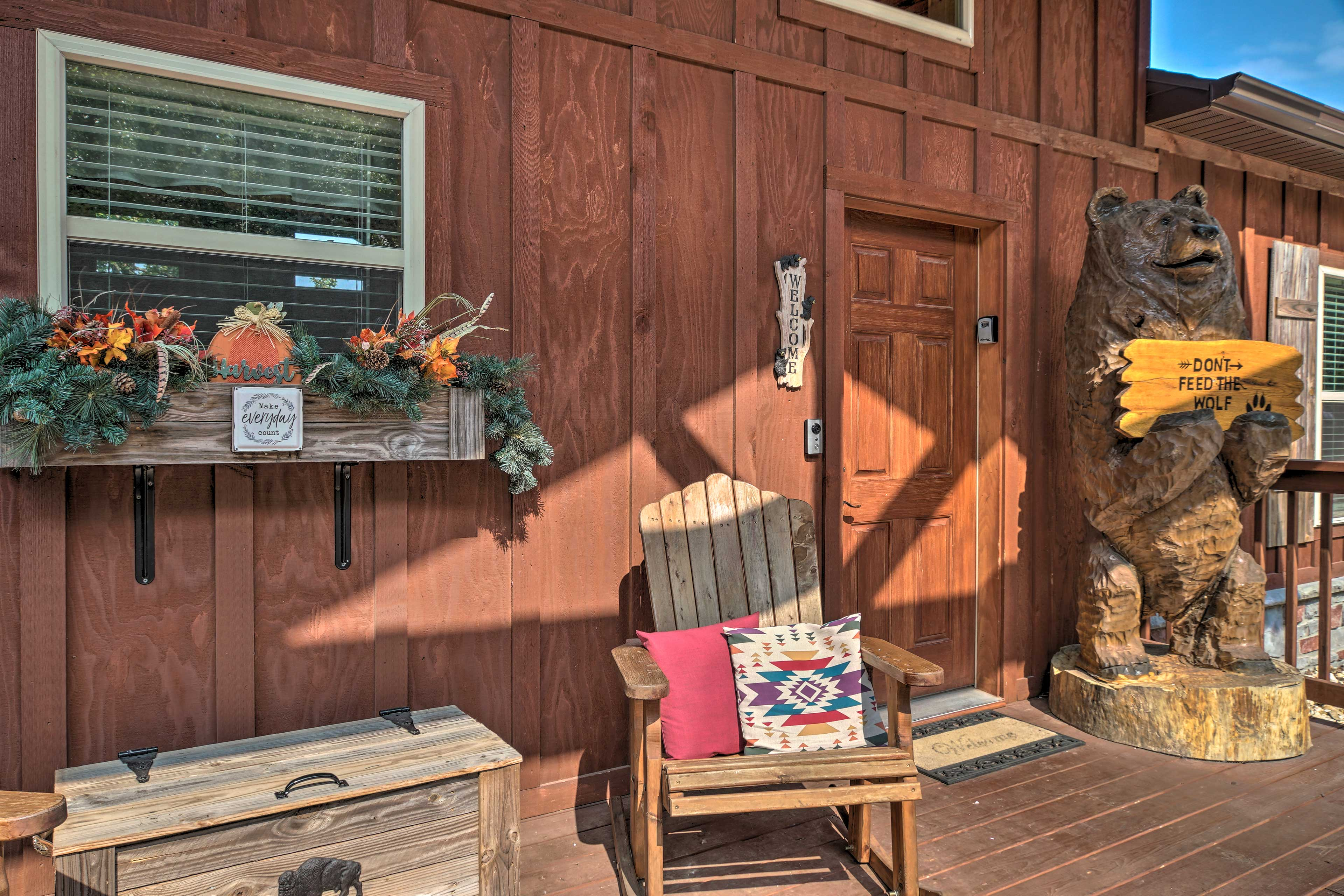 Furnished Porch   Great for Families