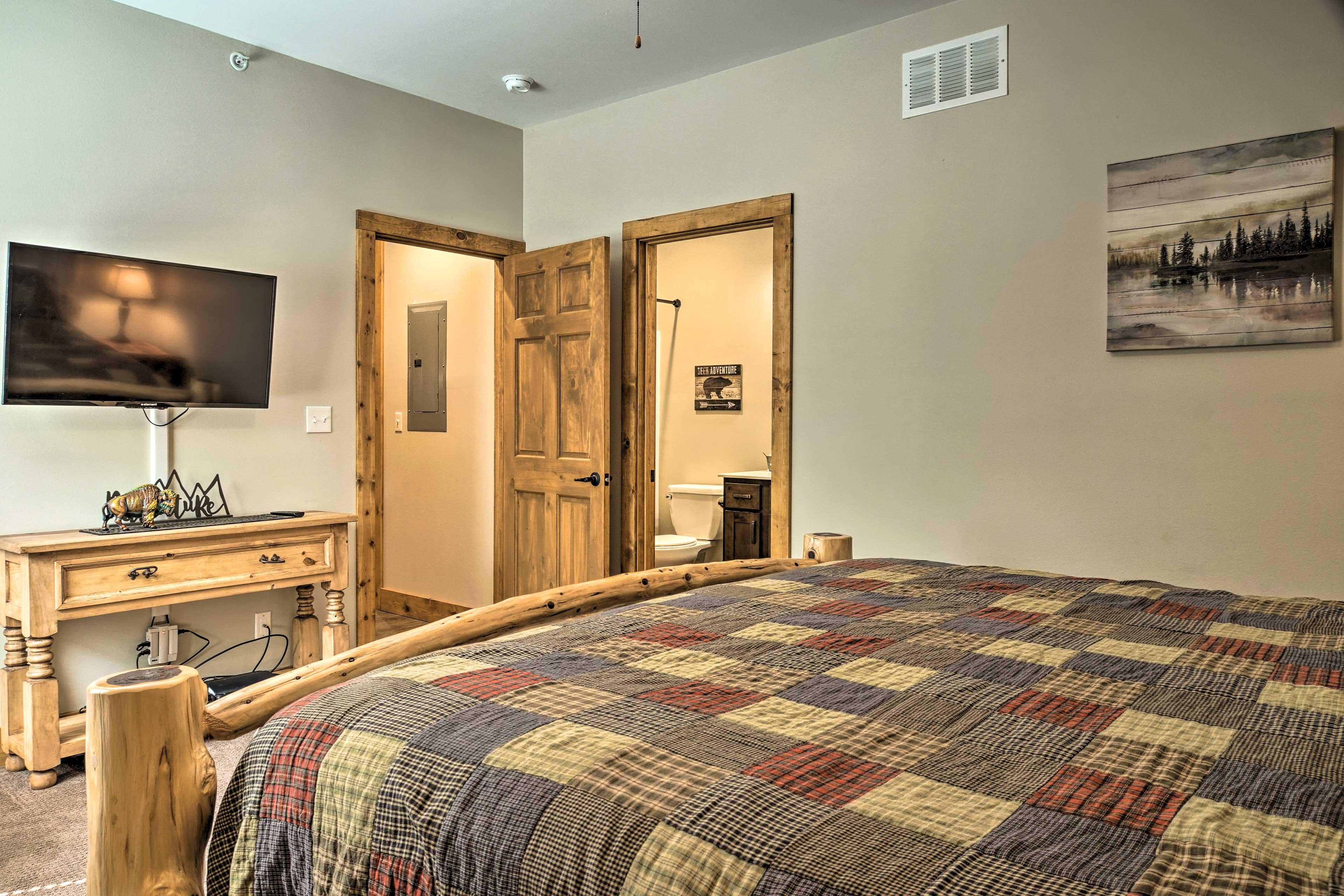 Bedroom 2   Cable TV   En-Suite Bathroom