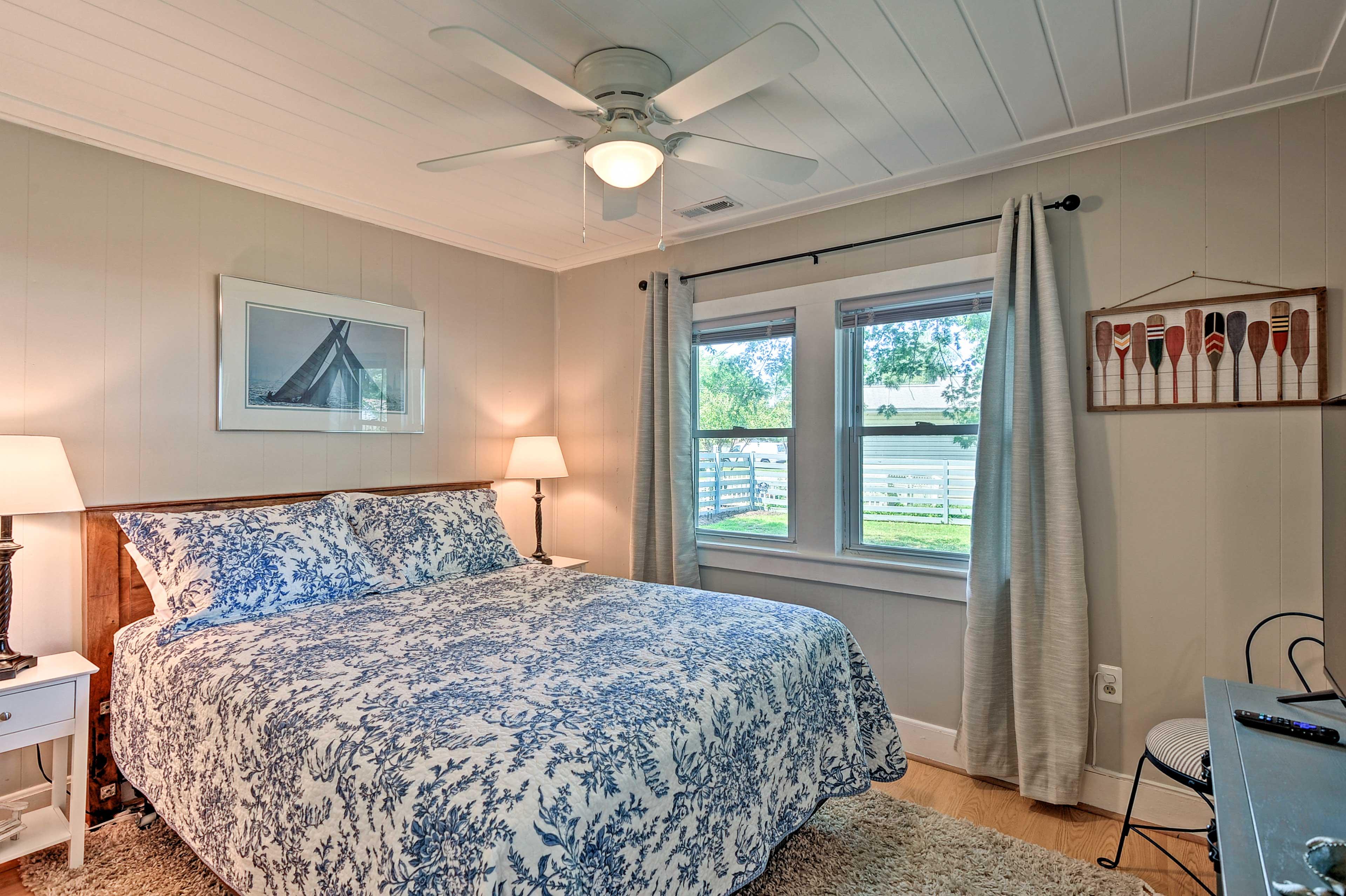 Bedroom 1 | Queen Bed | Smart TV | Linens Provided