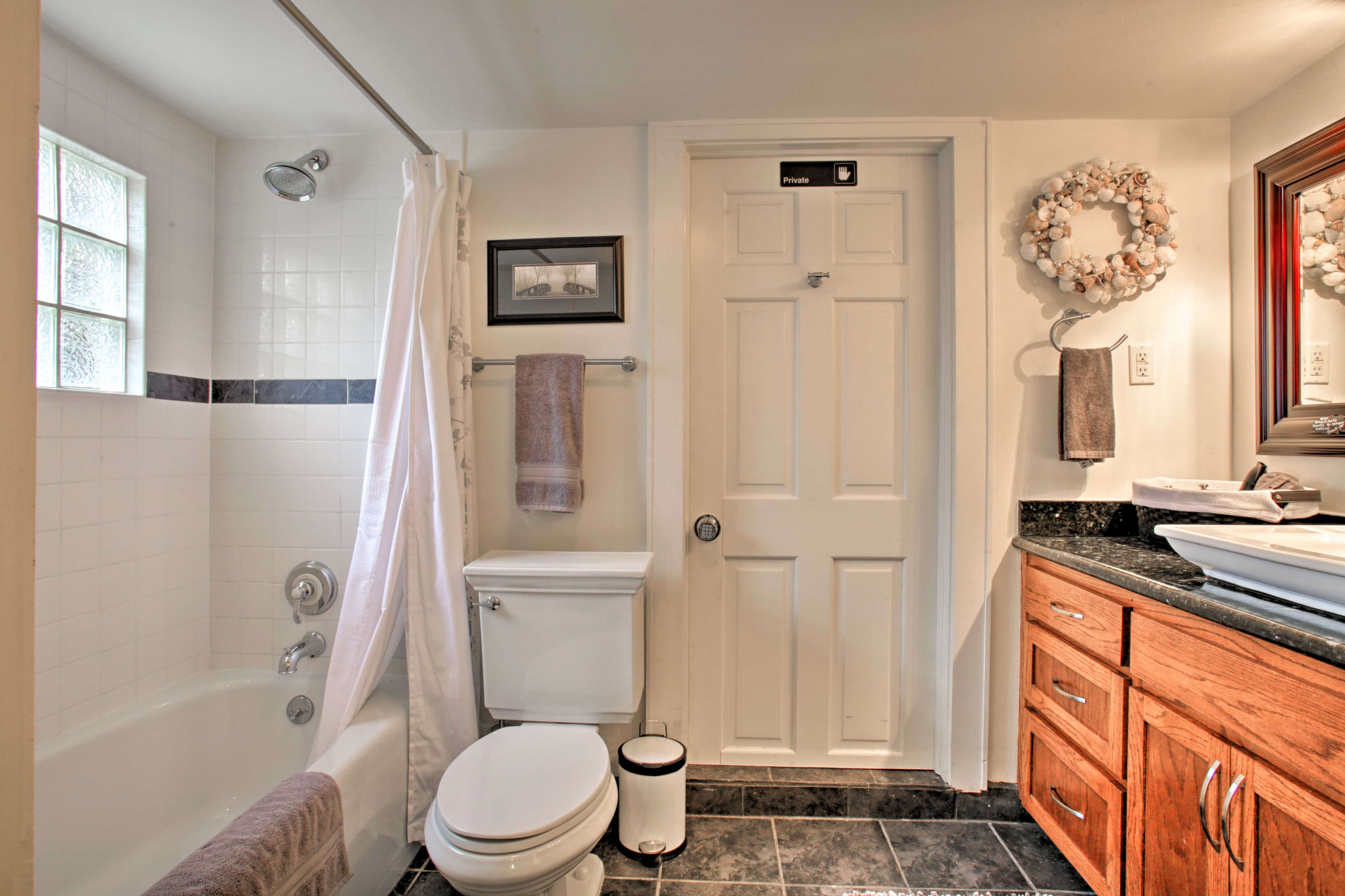 A second full en-suite bathroom gives added privacy.