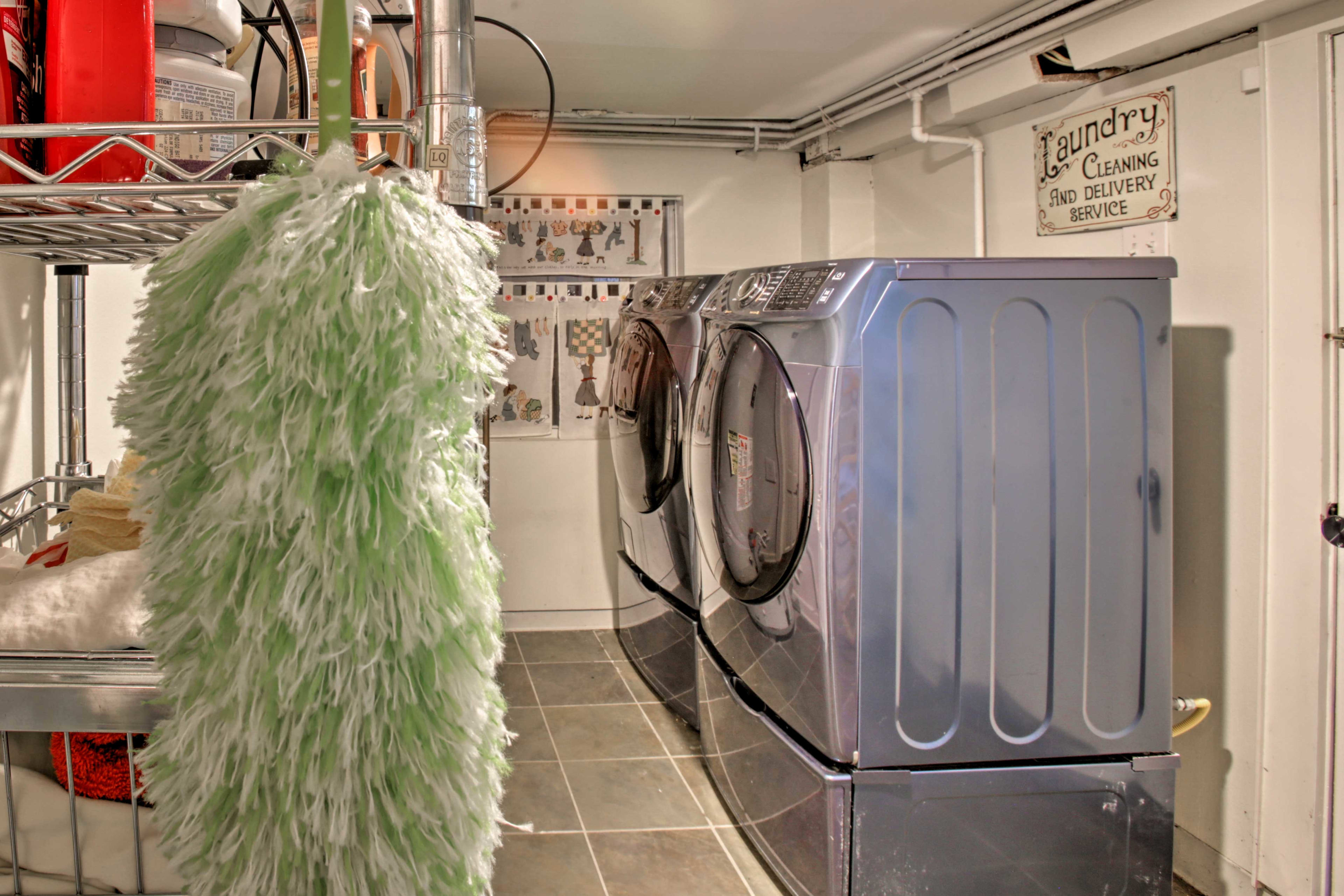 In-unit laundry machines make washing a cinch!