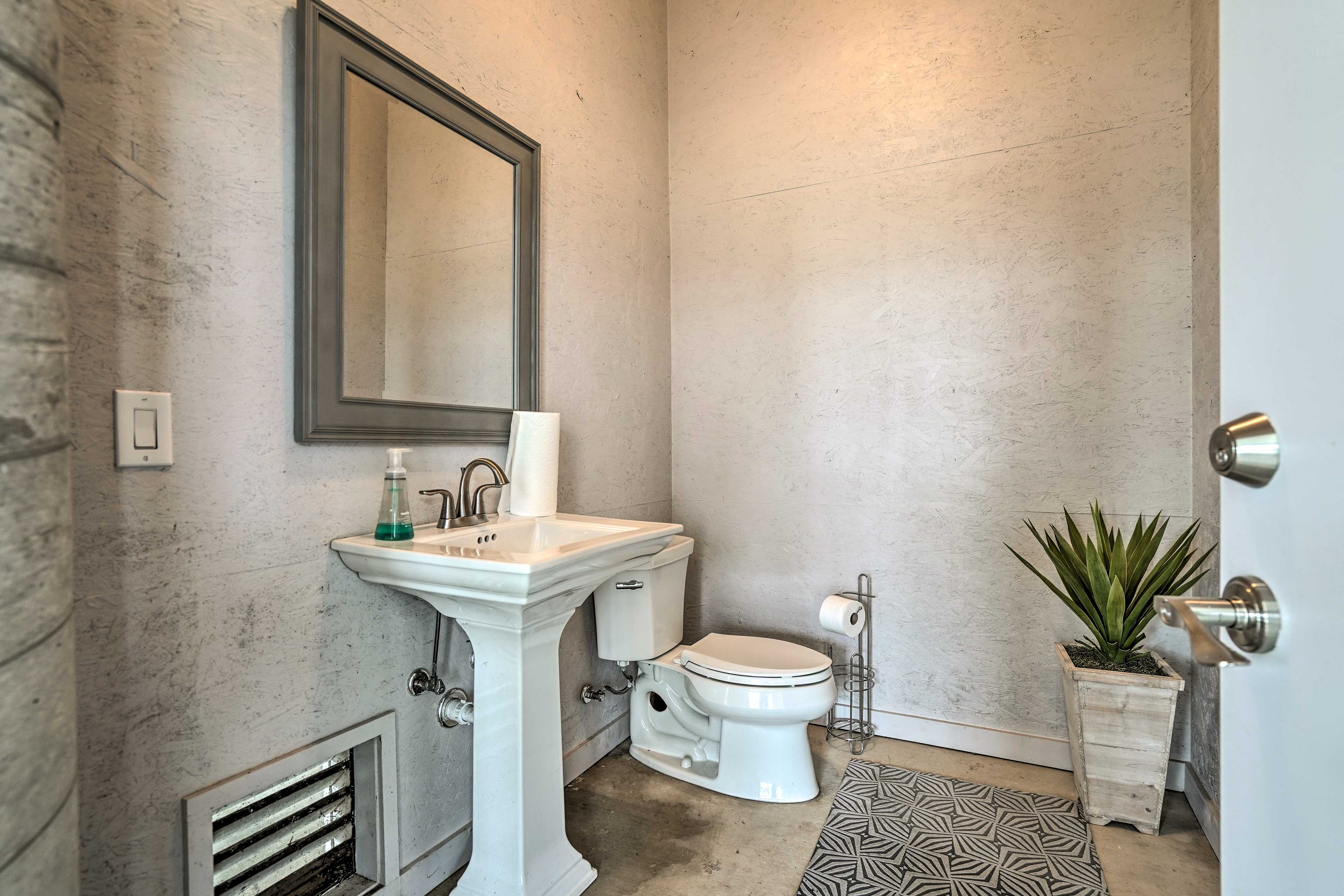The home has 4.5 bathrooms for guests to use.
