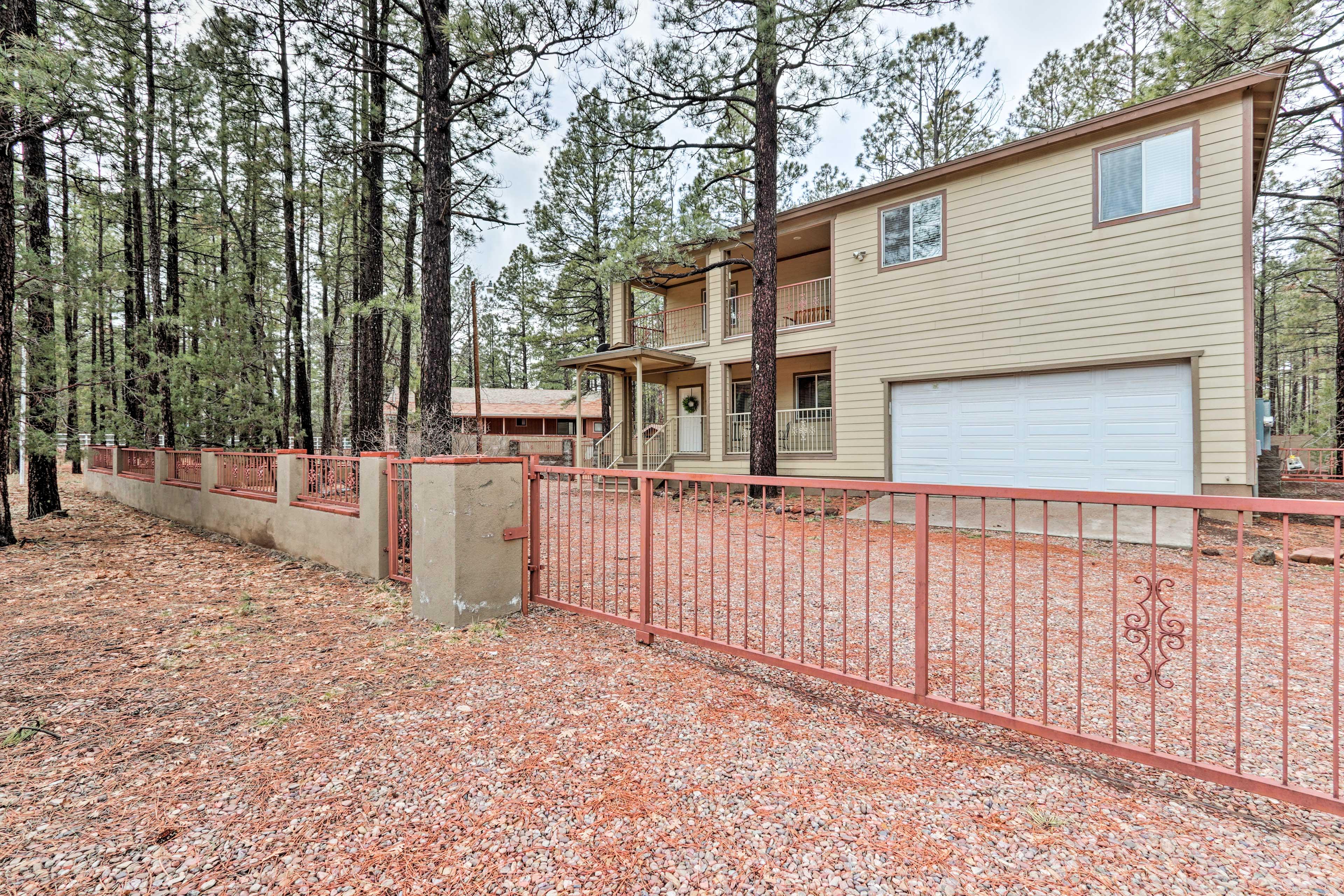 This Pinetop-Lakeside home awaits!