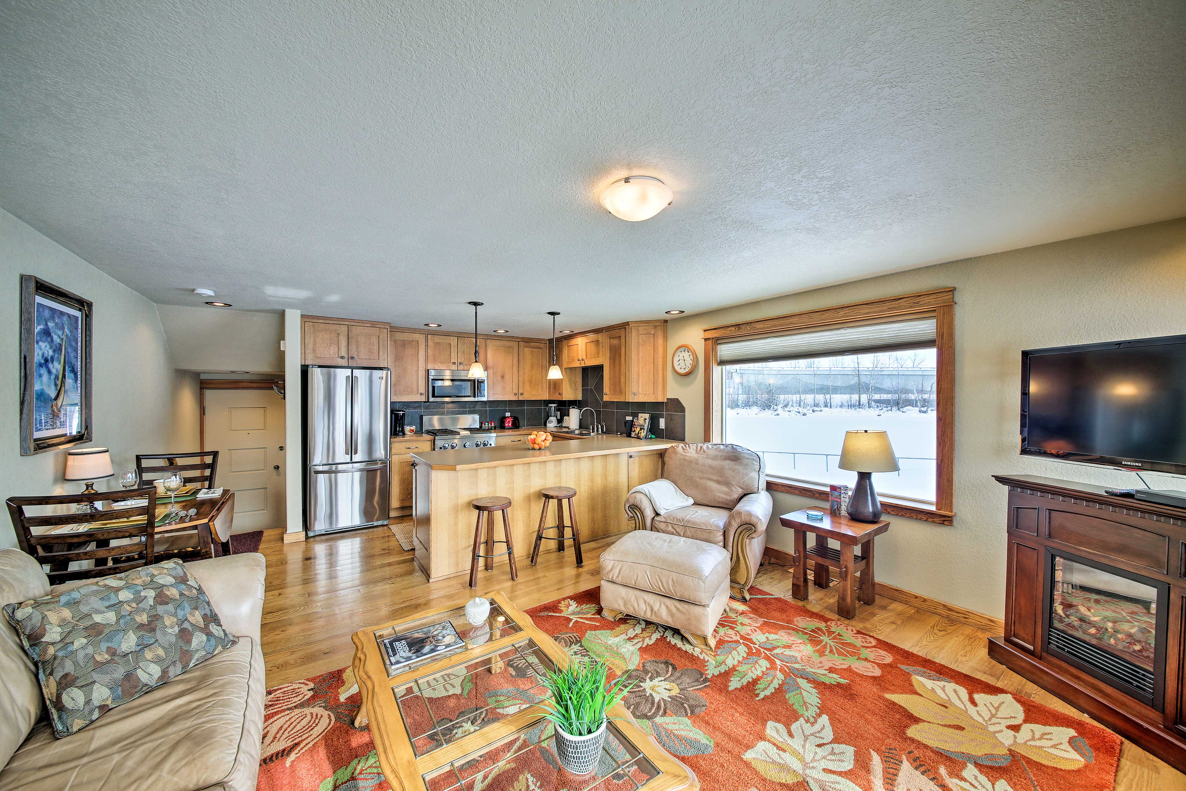 Bring your loved one on a romantic getaway to this vacation rental in Sandpoint.