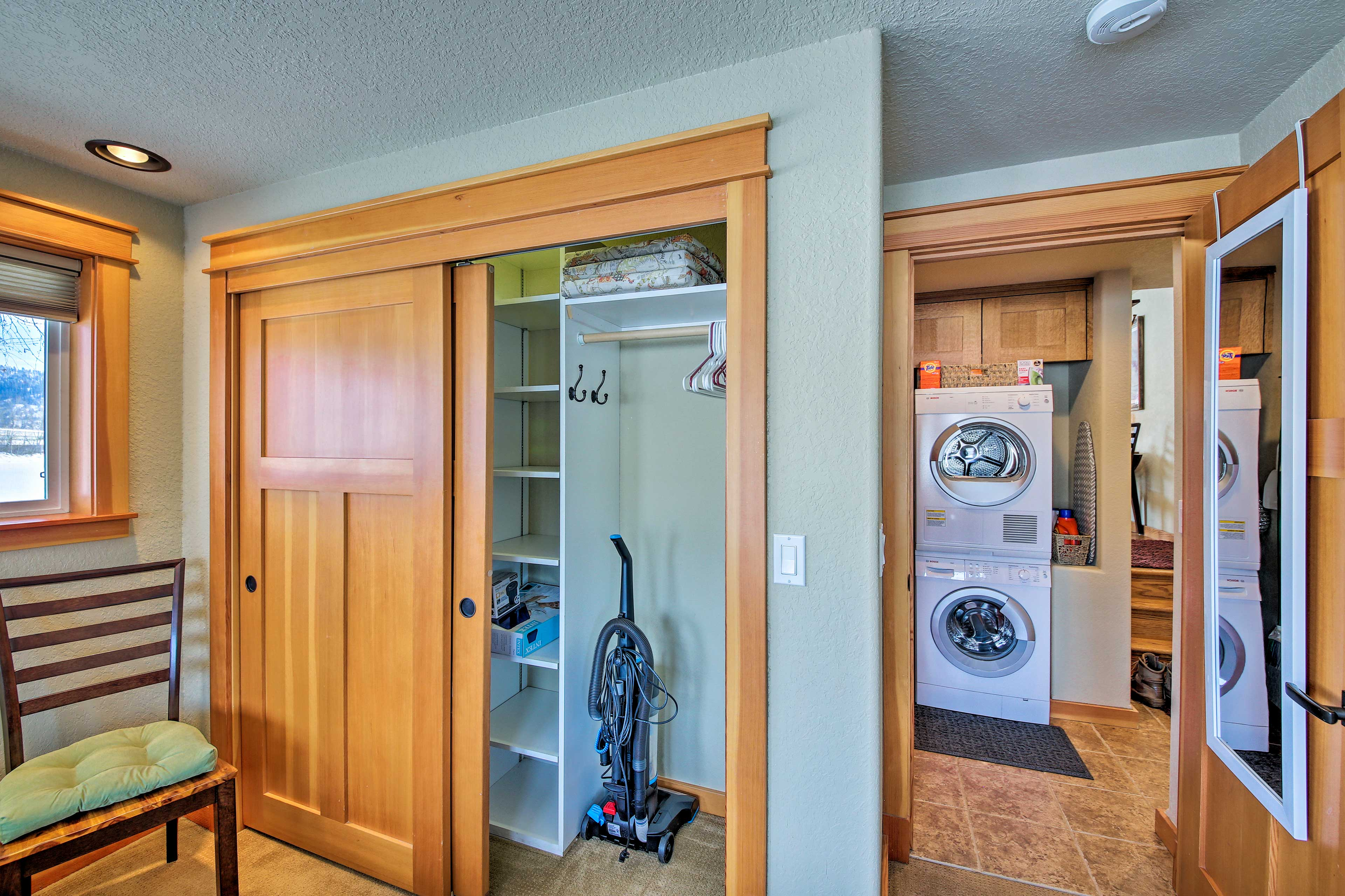 Use the in-unit laundry machines to keep your clothes smelling fresh.