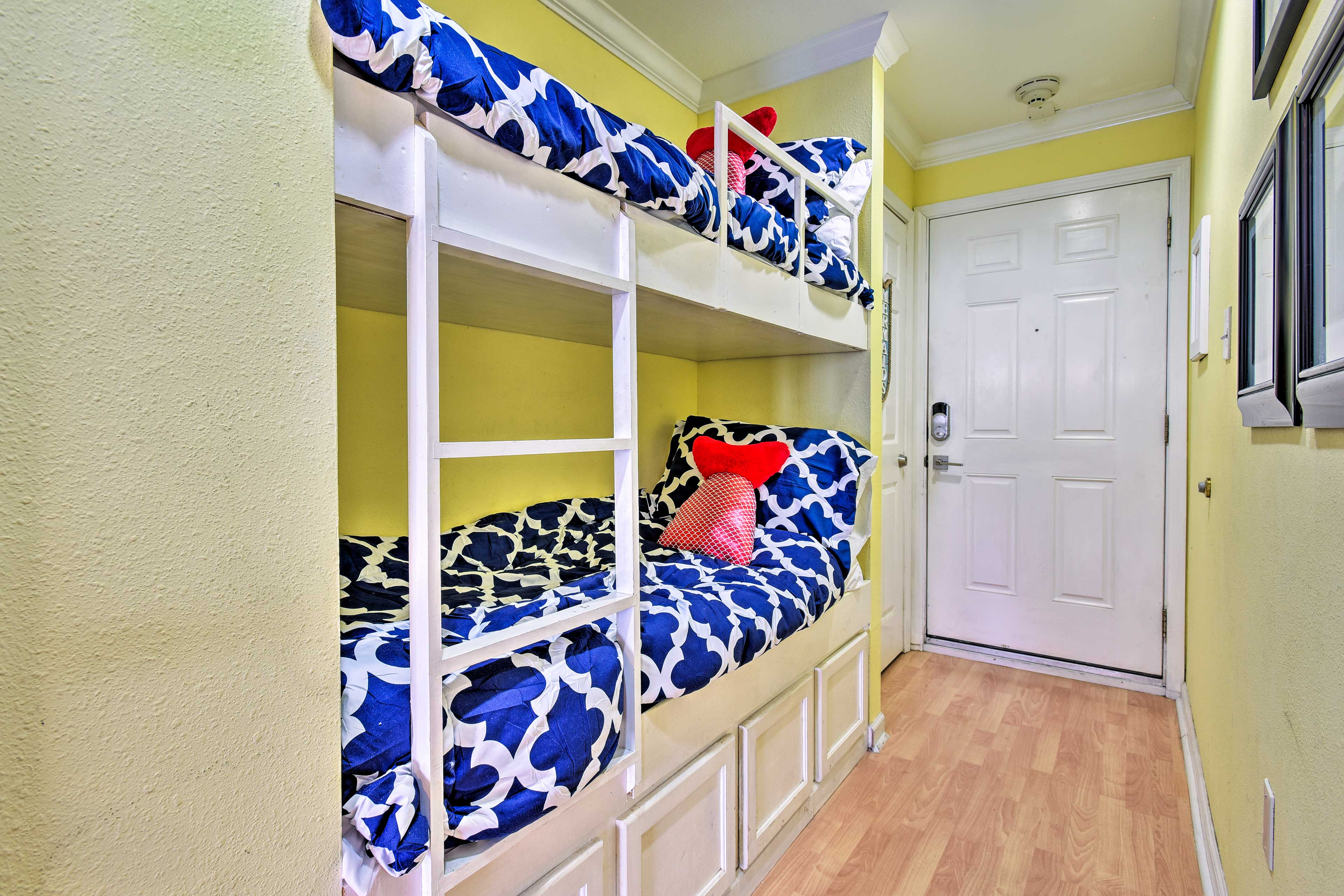 The kiddos will love sleeping on this twin-over-twin bunk bed.
