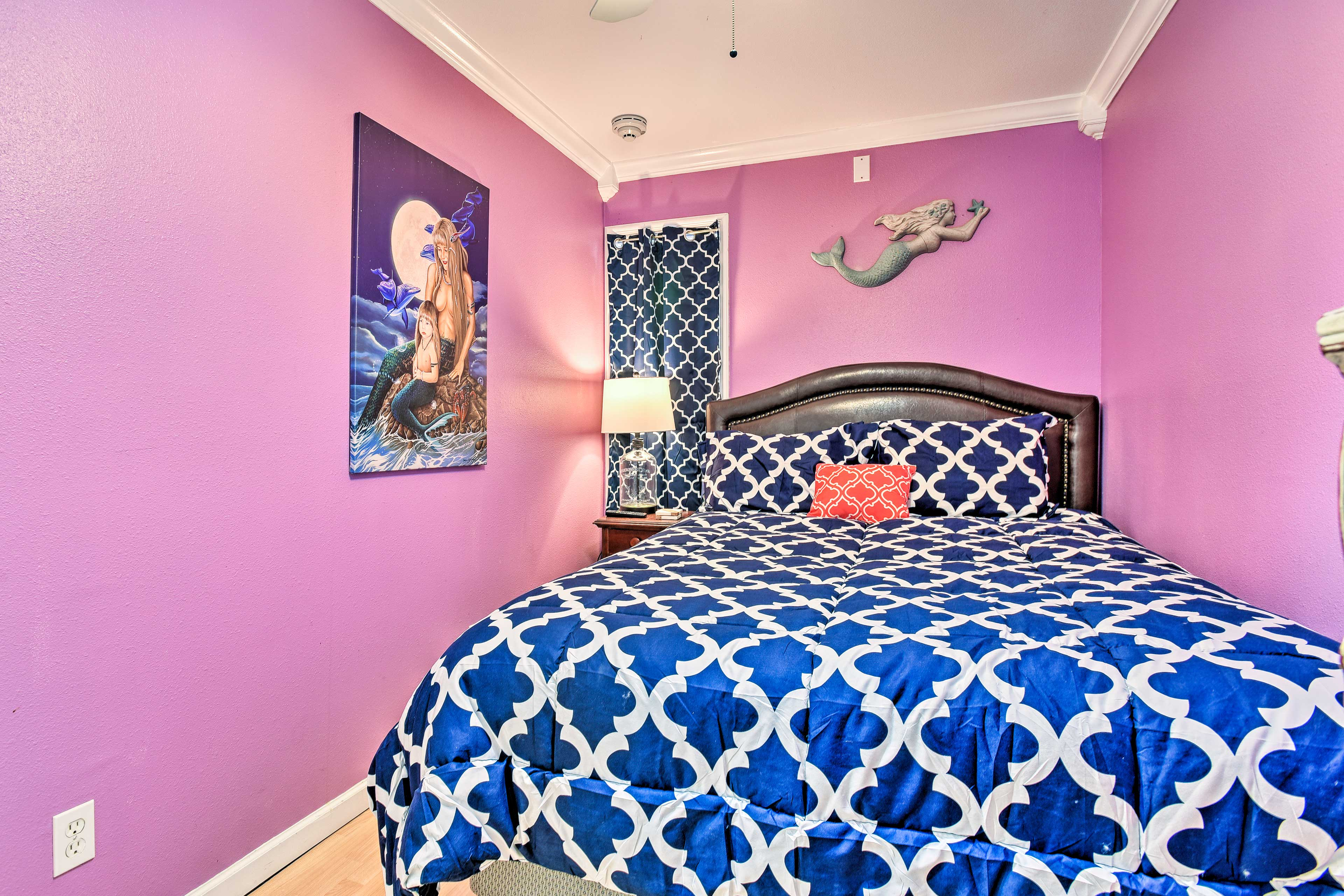 Get a great night's sleep on the king bed in this room.