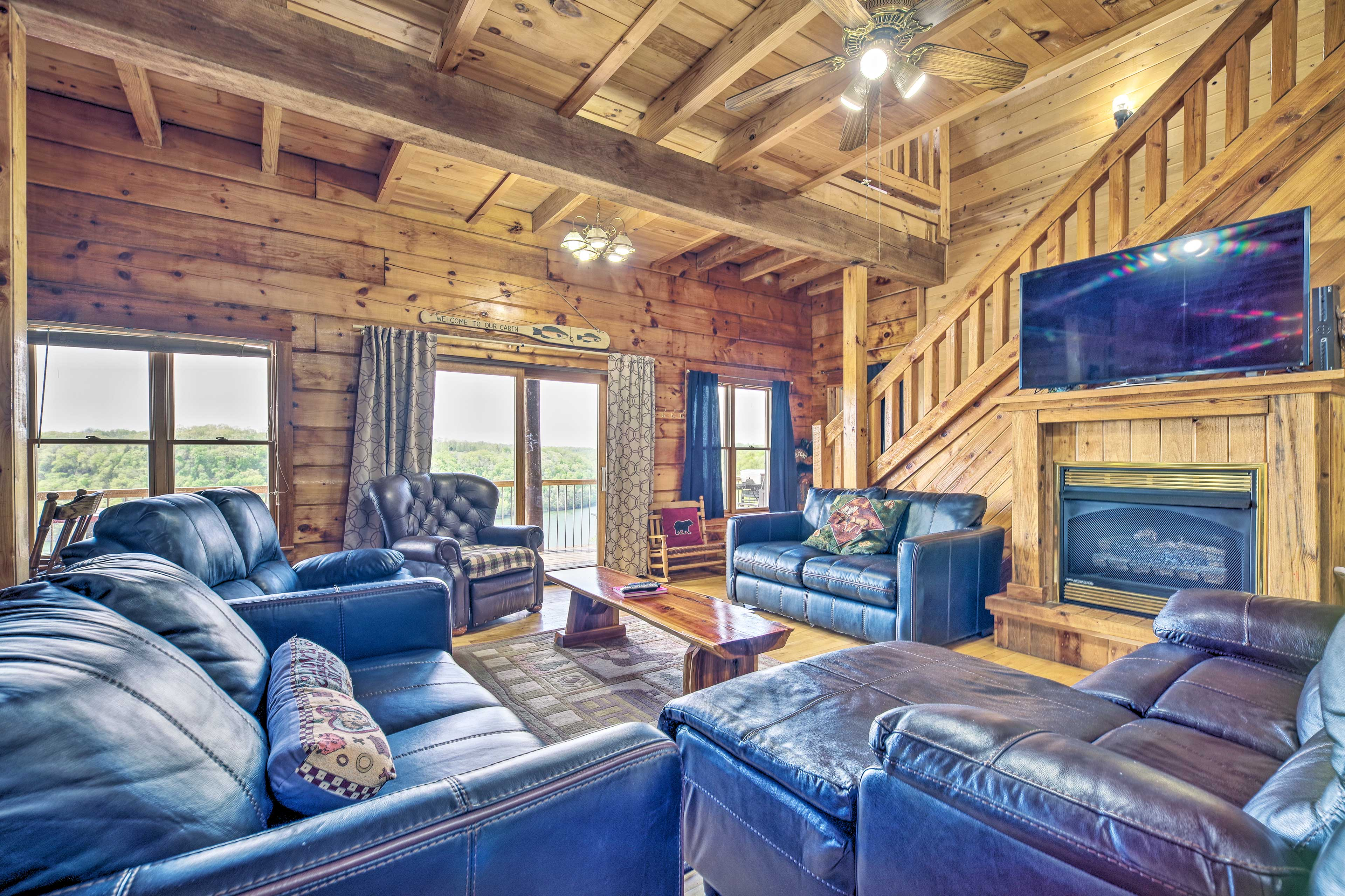 With 6 bedrooms and 3 bathrooms, this cabin is great for hosting families.