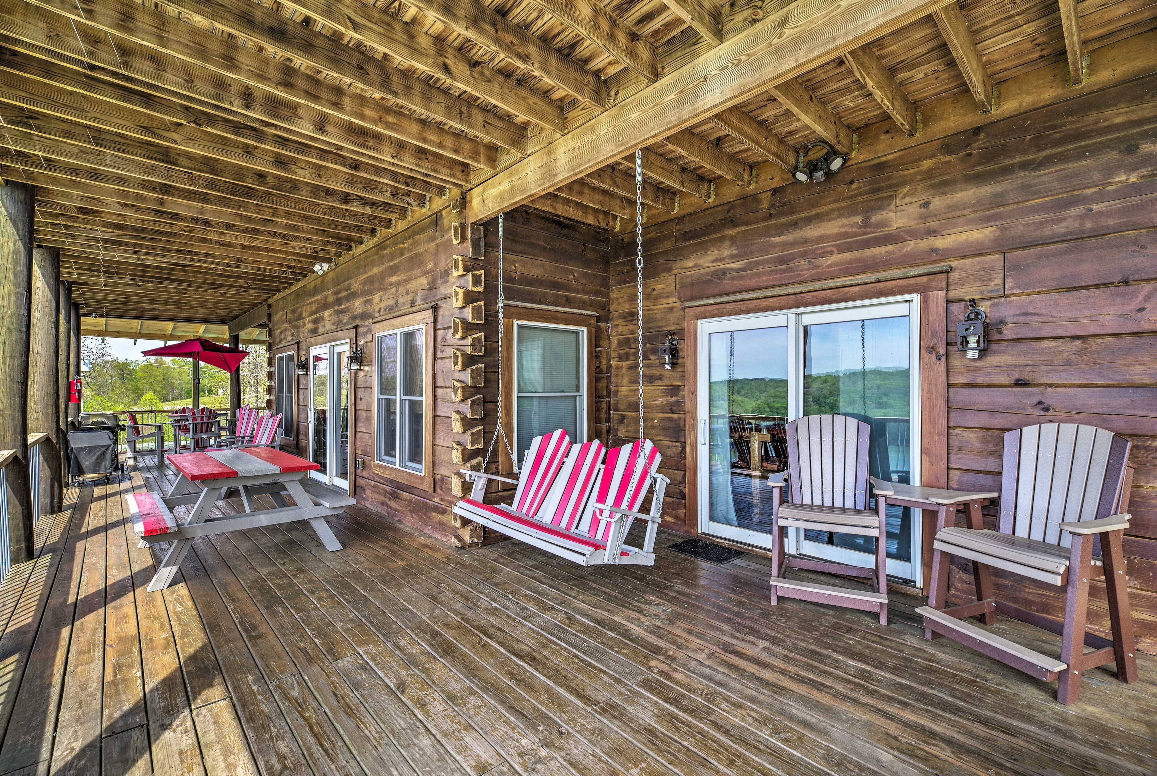 The whole crew will love lounging on the deck!