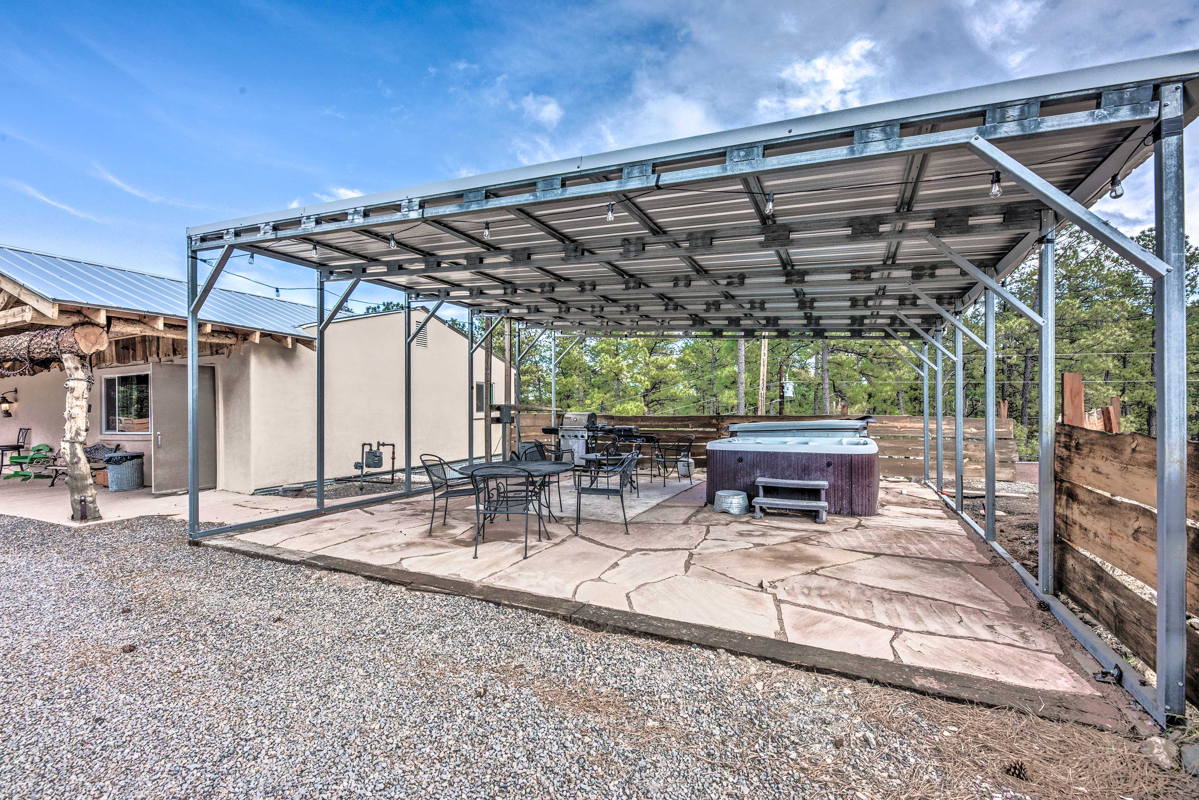 Covered Patio | Gas Grill | Outdoor Dining Area