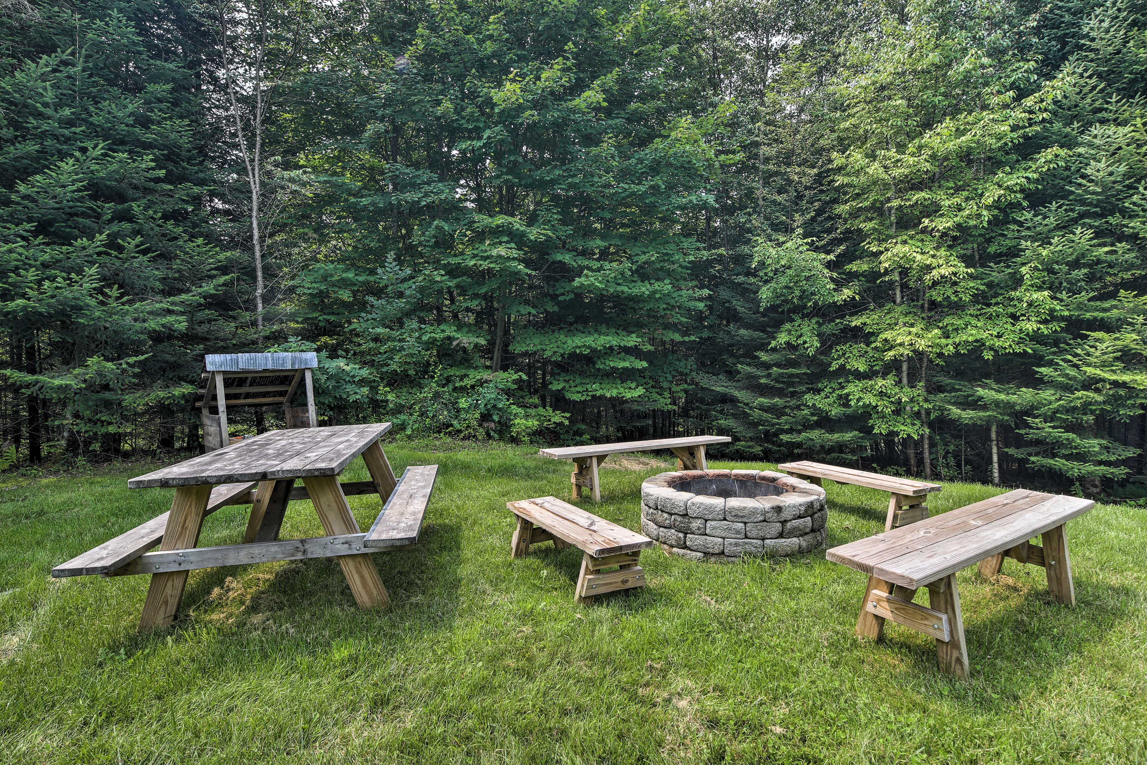 Exterior Space   Fire Pit   Picnic Table
