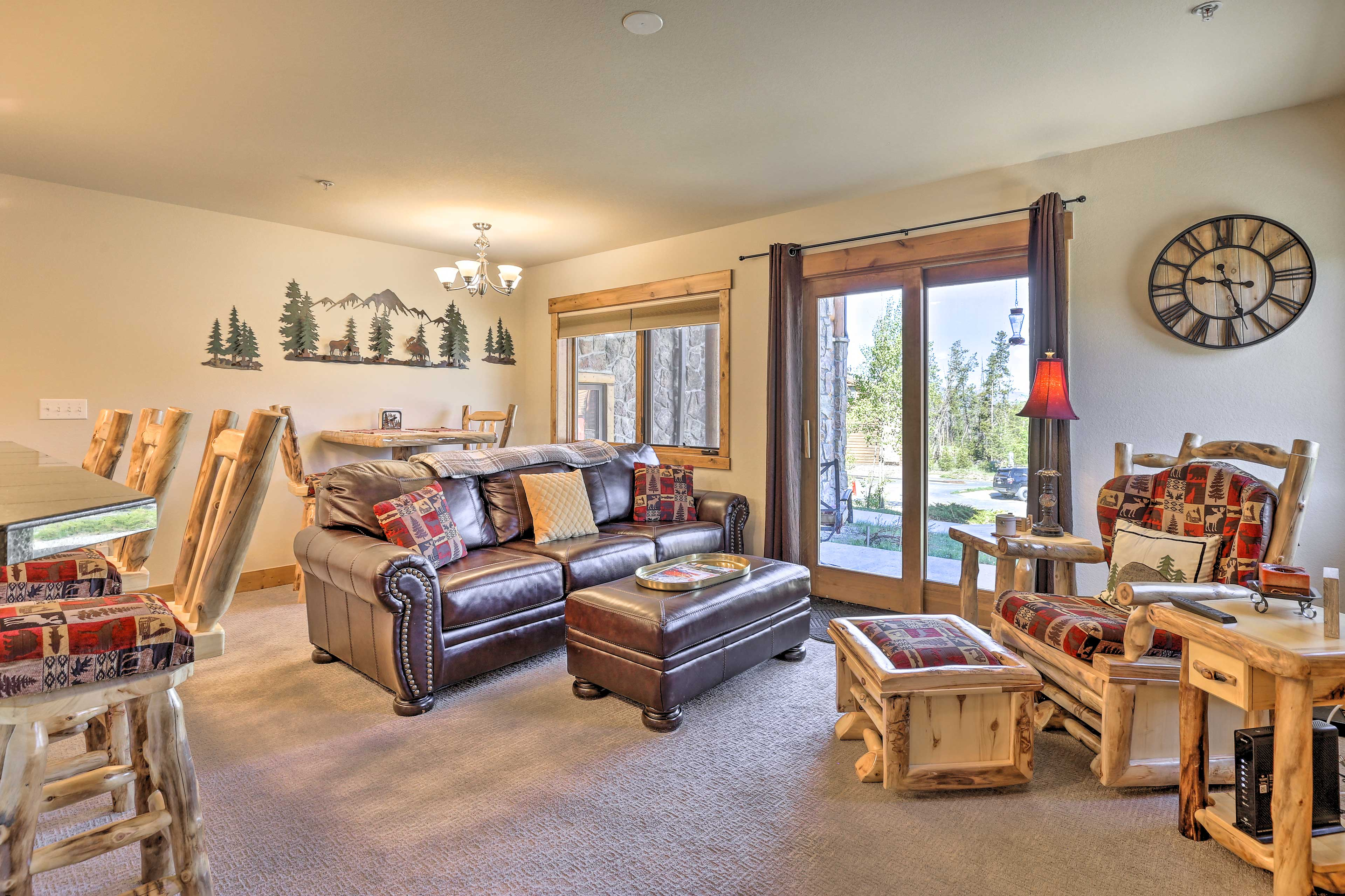 Traditional mountain cabin decor and furnishings create a cozy space.