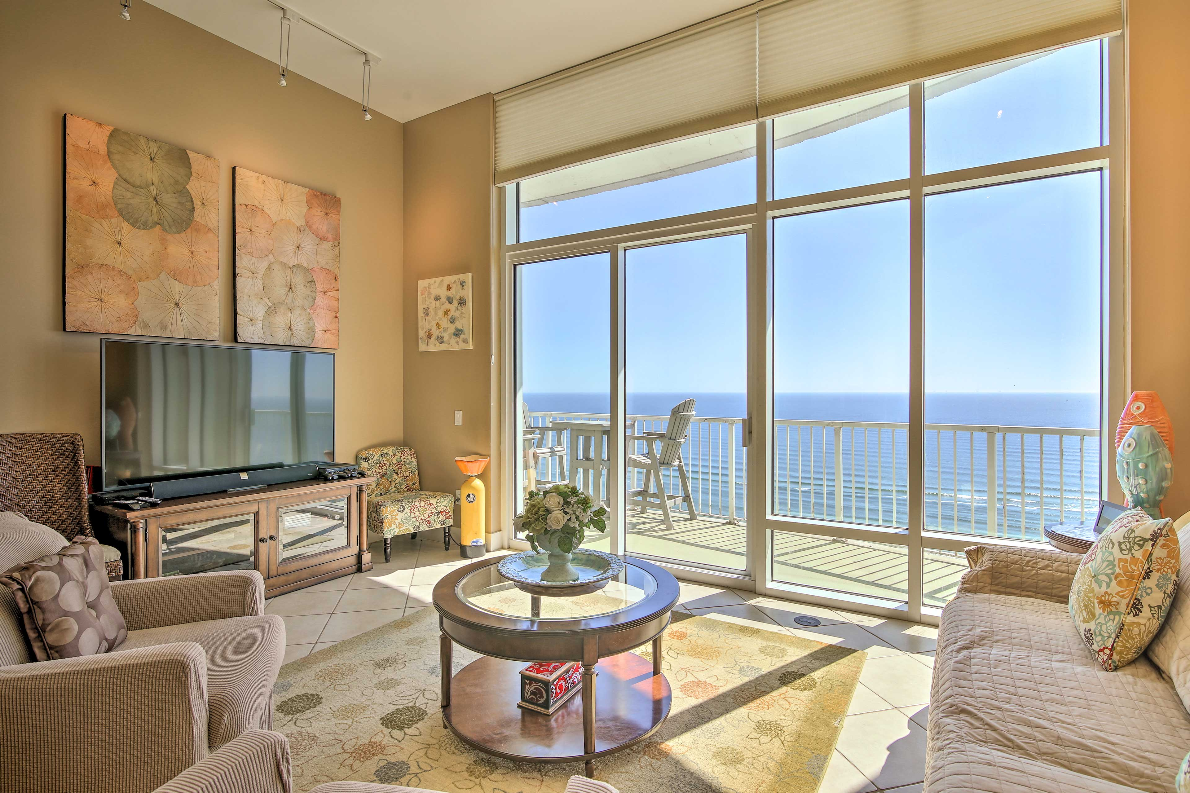 Prepare yourself for the amazing views at this 28th-floor condo!