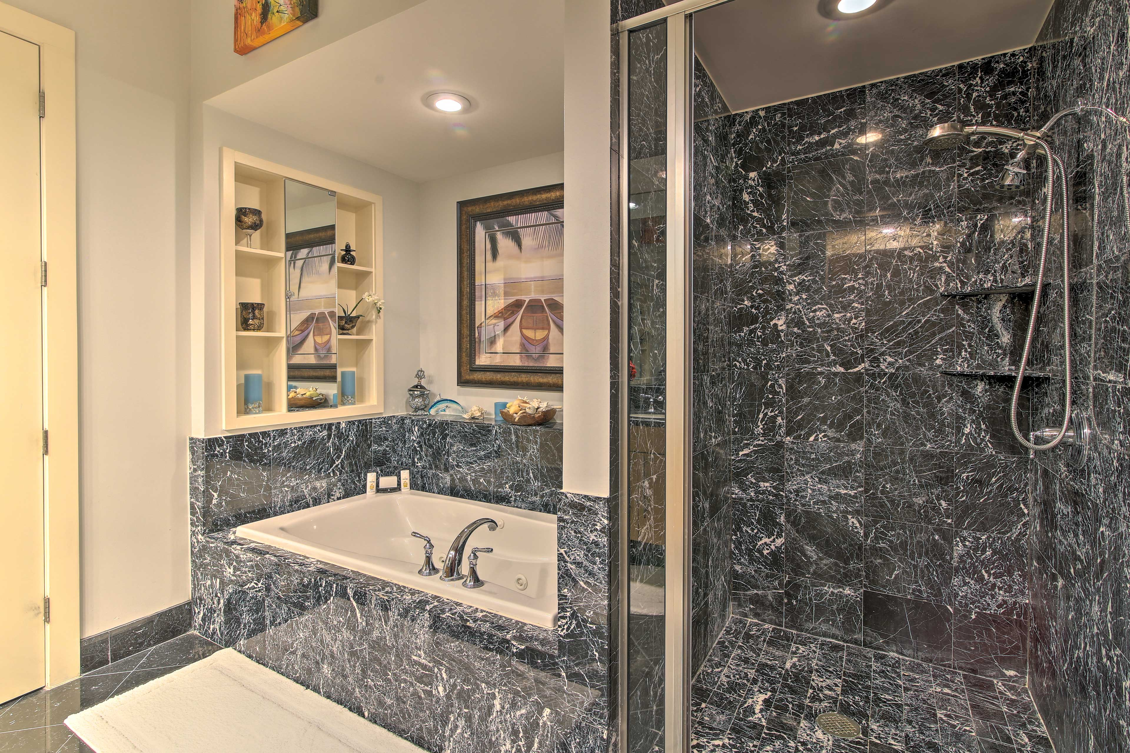 Take a soak in the jacuzzi tub or rinse lingering sand off in the shower.