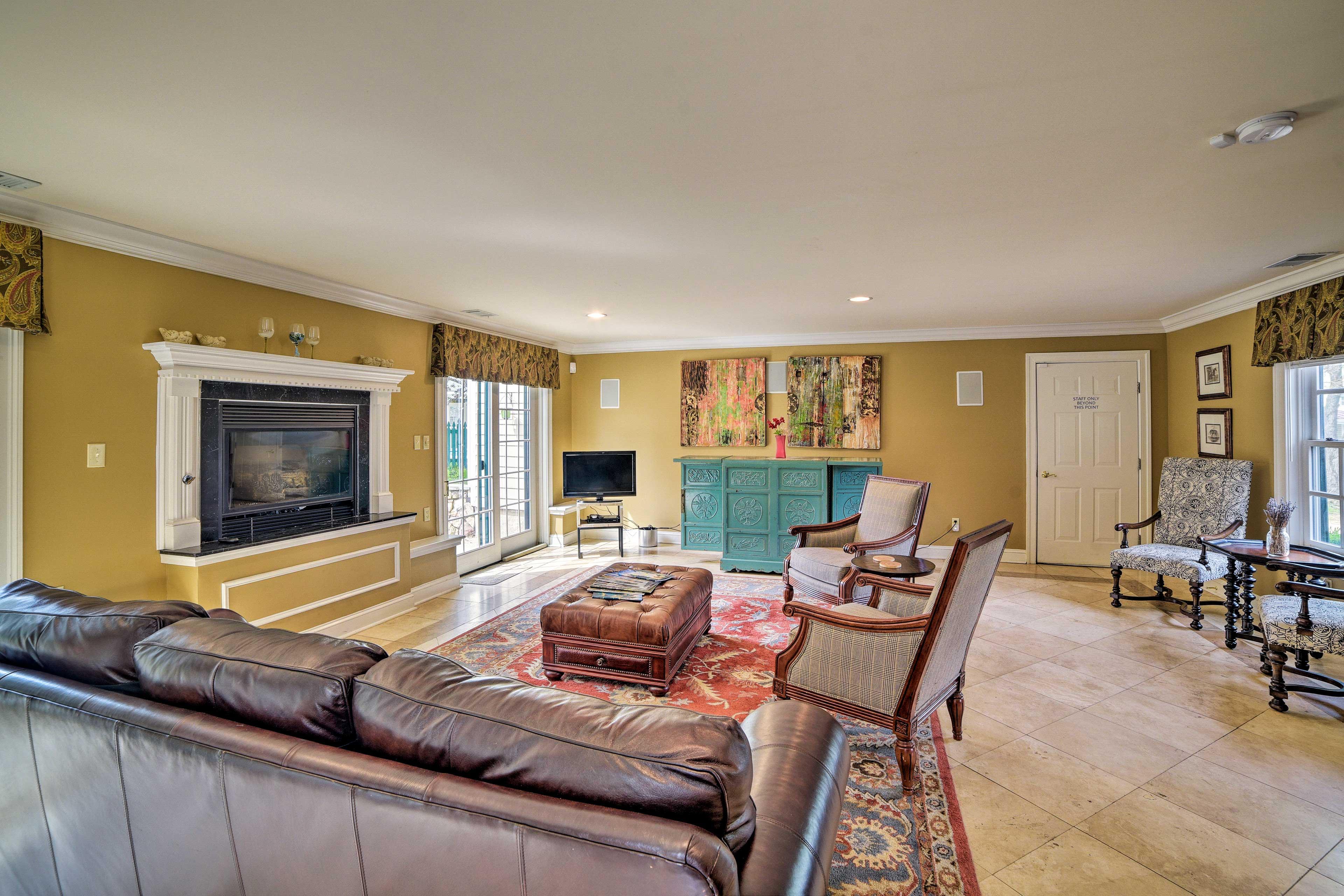 Living Room | Flat-Screen TV w/ Chromecast & USB Ports