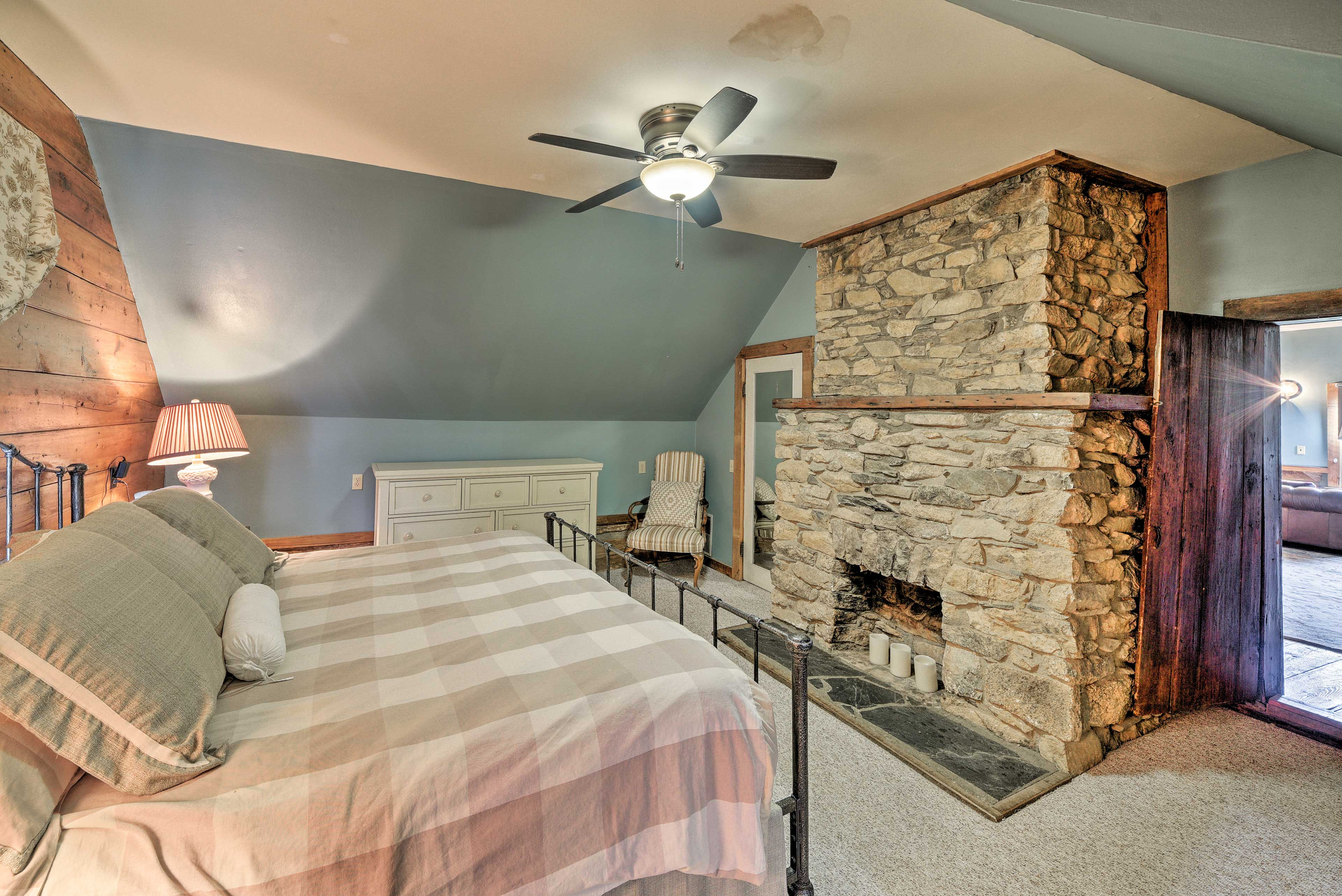 Bedroom 5 | King Bed