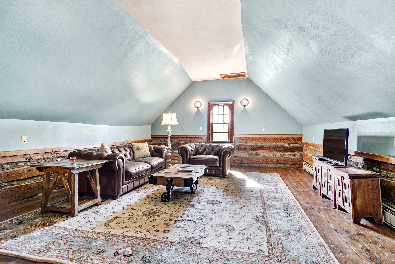 Loft Living Area | Flat-Screen TV w/ Chromecast & USB Ports