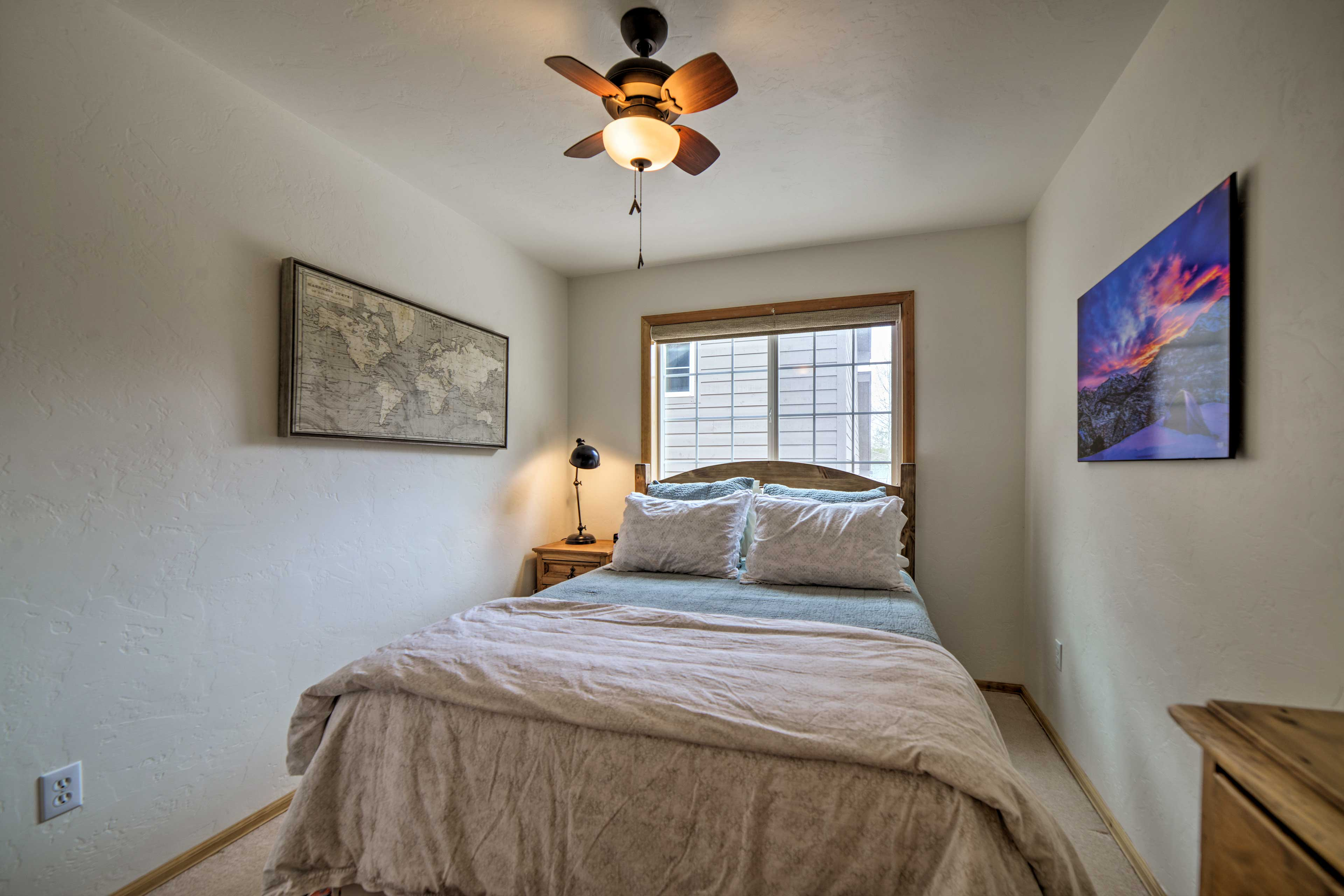This room features a queen bed.