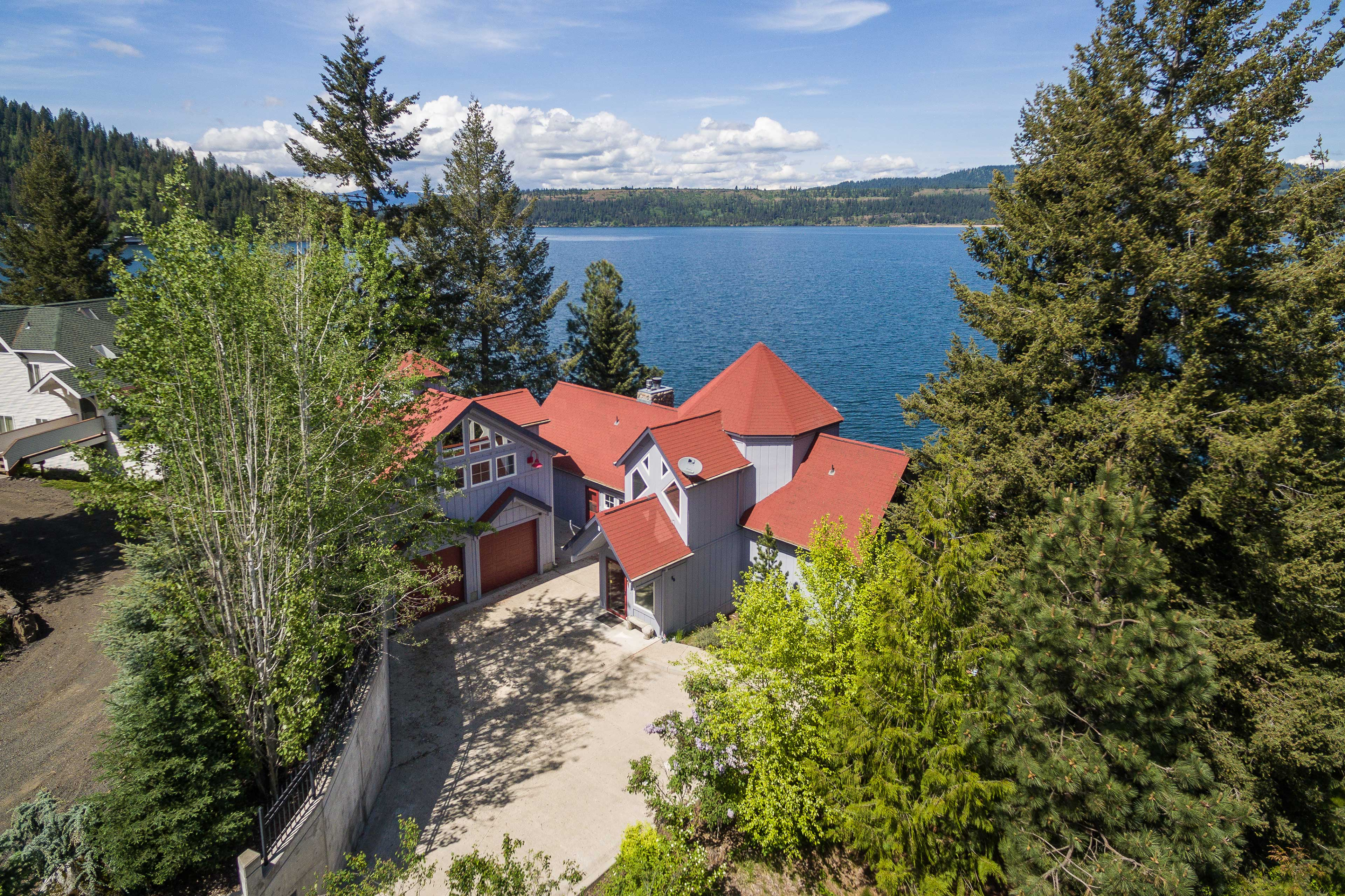 Lakeside adventures await at this beautiful Worley vacation rental!