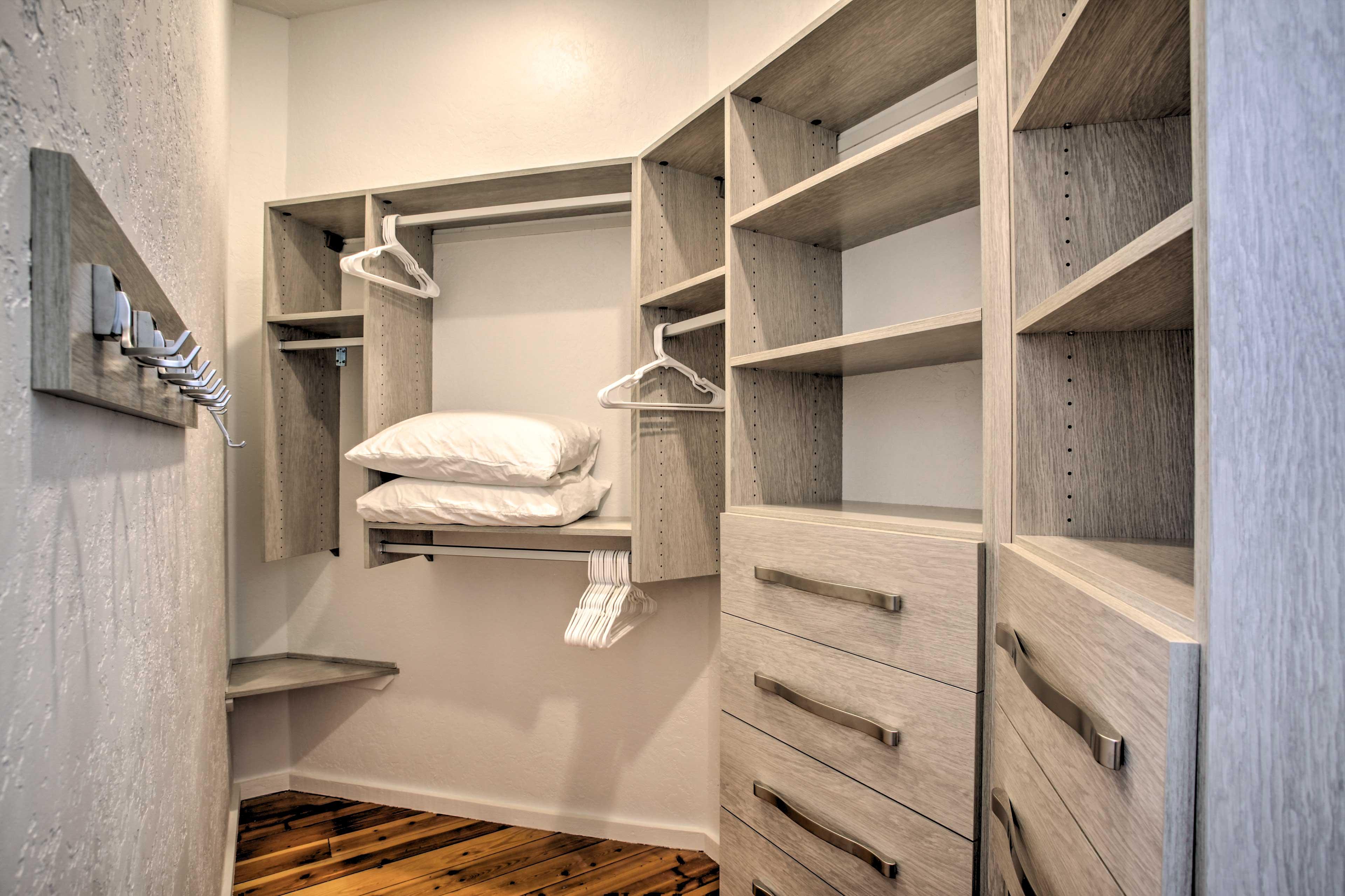 Organize your travel wardrobe in the walk-in closet!