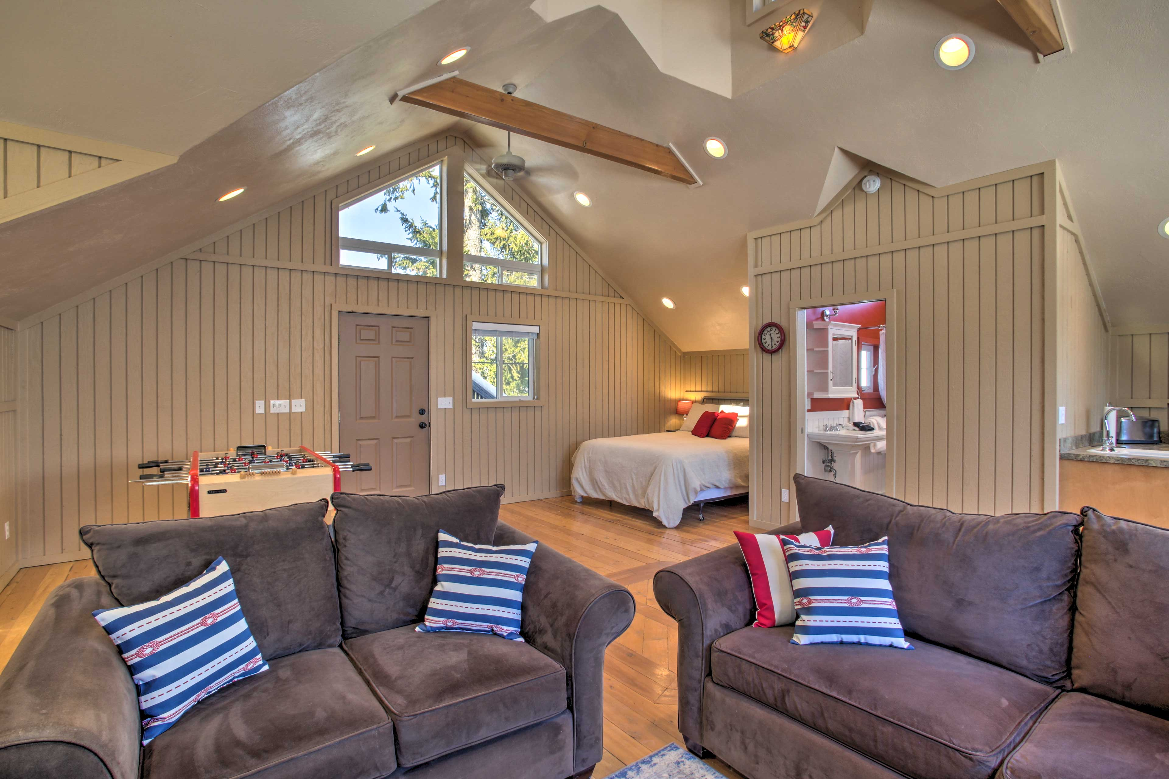 The space accommodates up to 4 travelers.