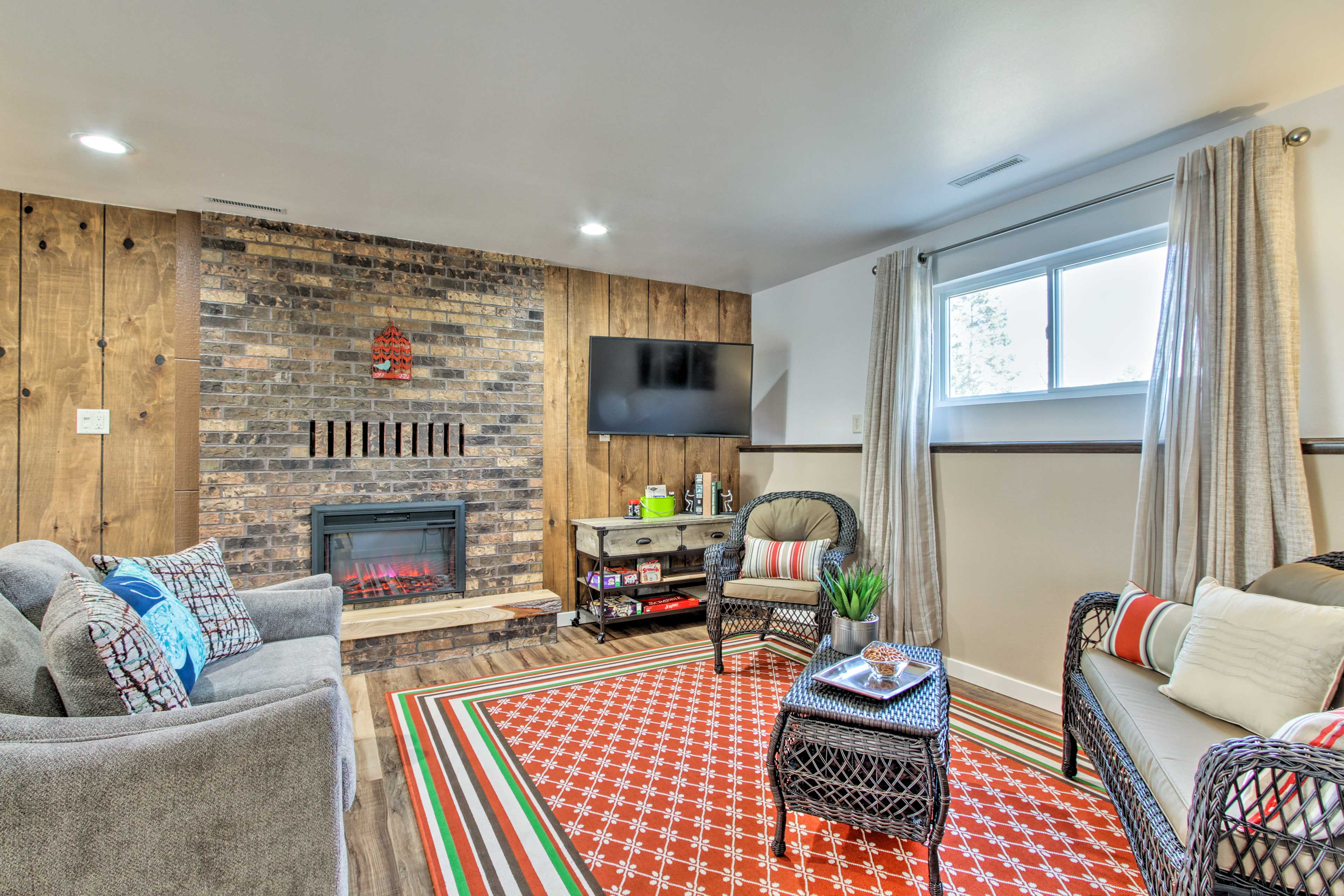 This 3-bedroom, 2-bath vacation rental boasts 2 fully furnished living rooms.