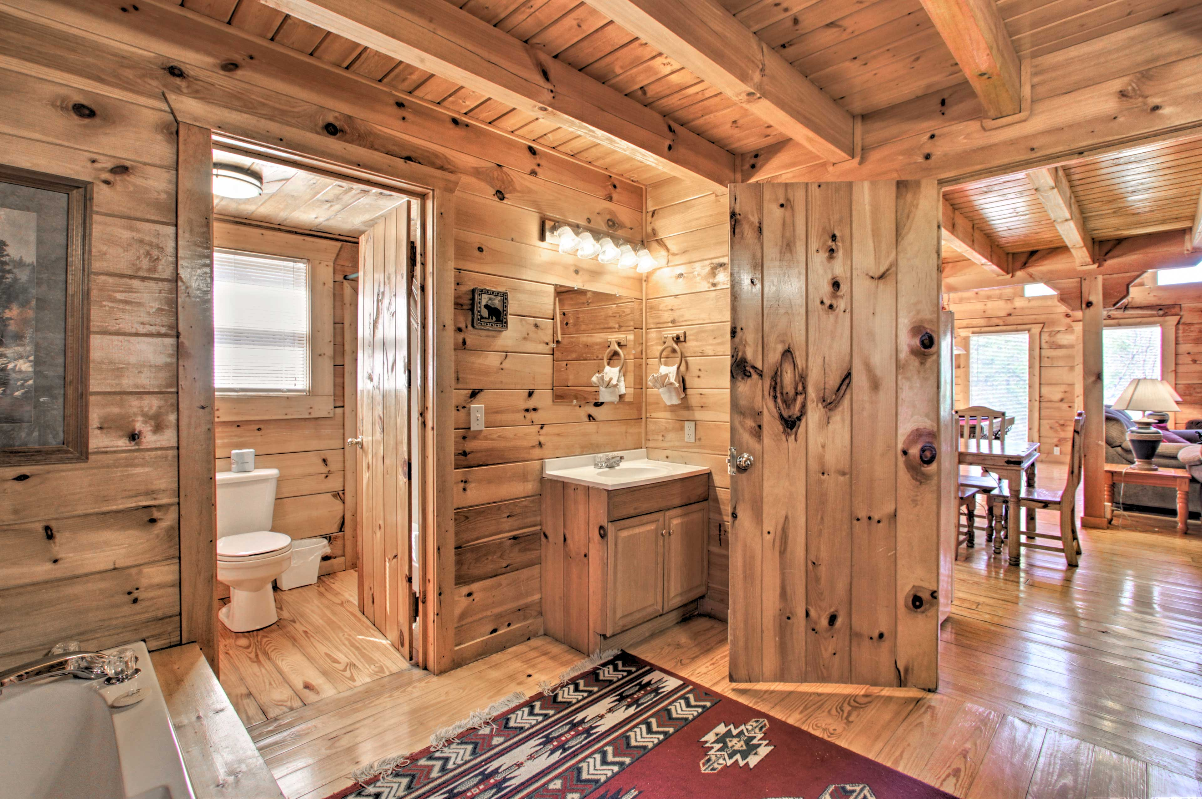 En-Suite Bathroom | Shower/Tub Combo | Washer/Dryer