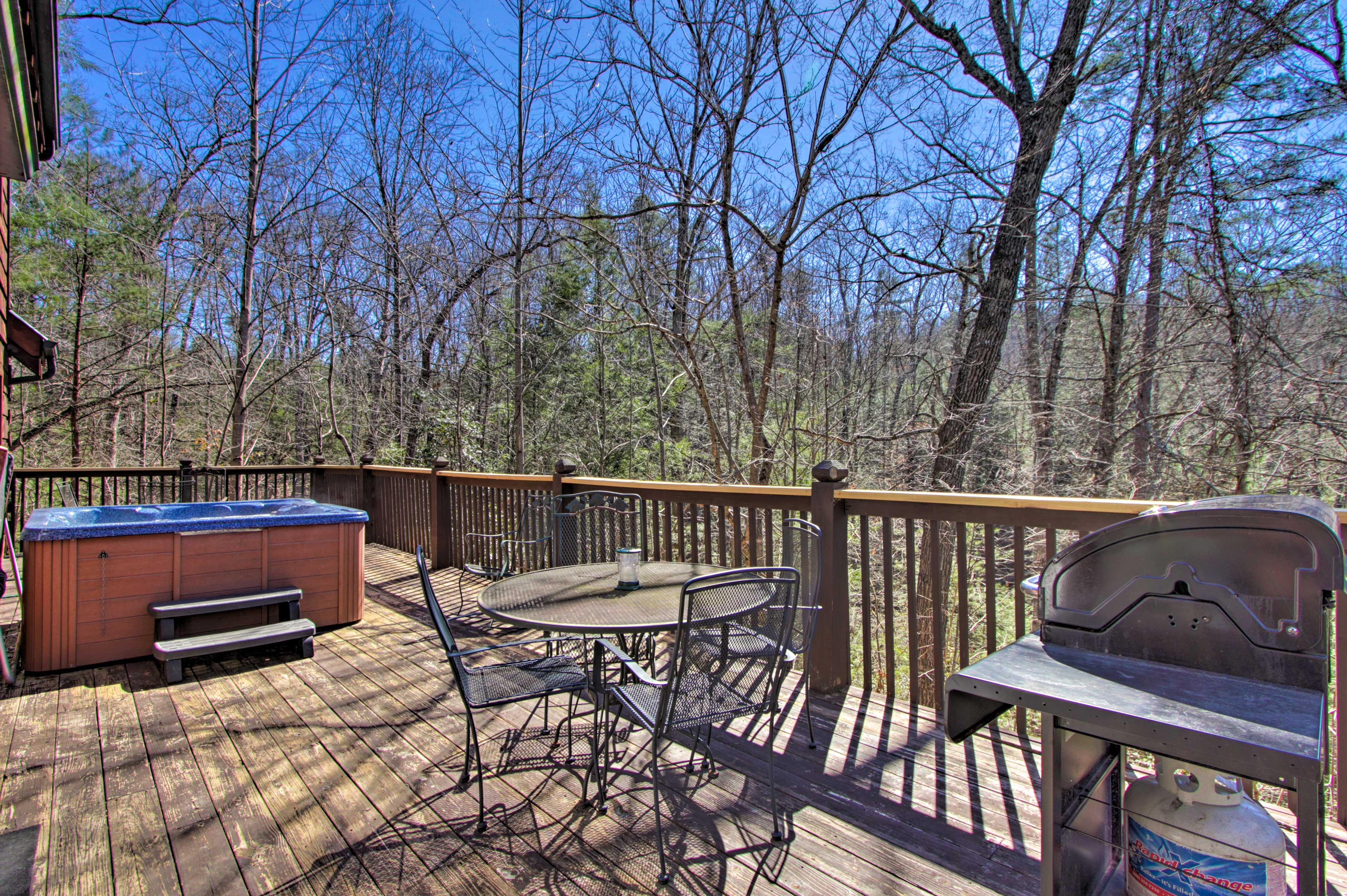 Deck | Hot Tub | Gas Grill | Fire Pit