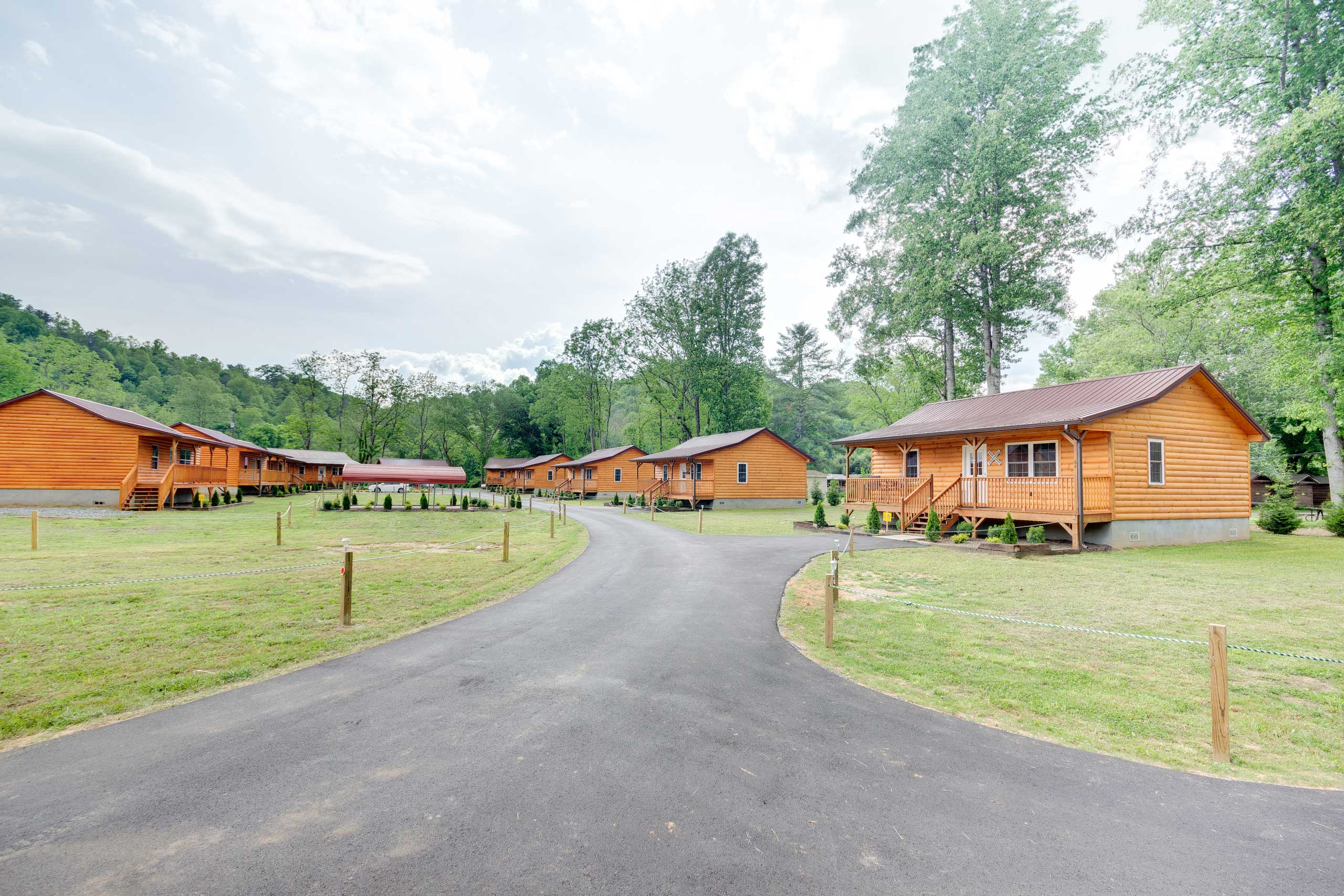 Traveling with a large party? Rent the additional cabins located just next door.