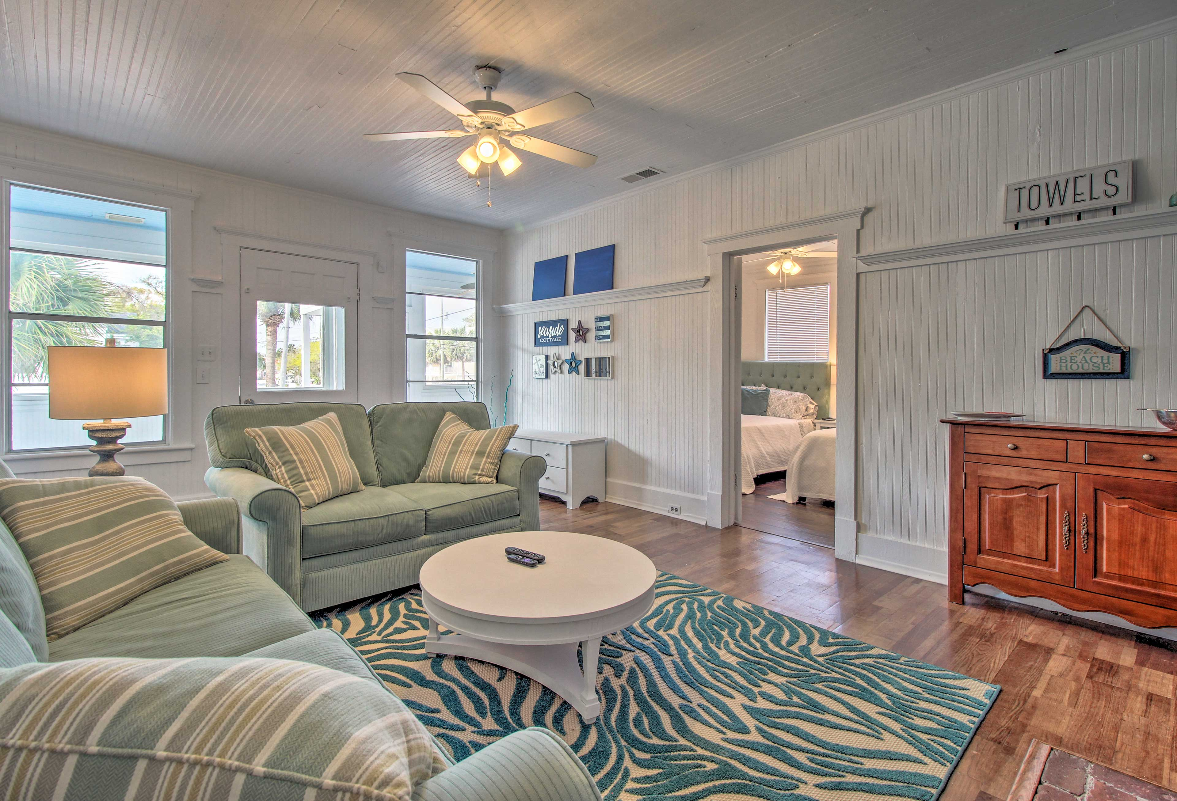 Coastal-chic decor and furnishings are found throughout.