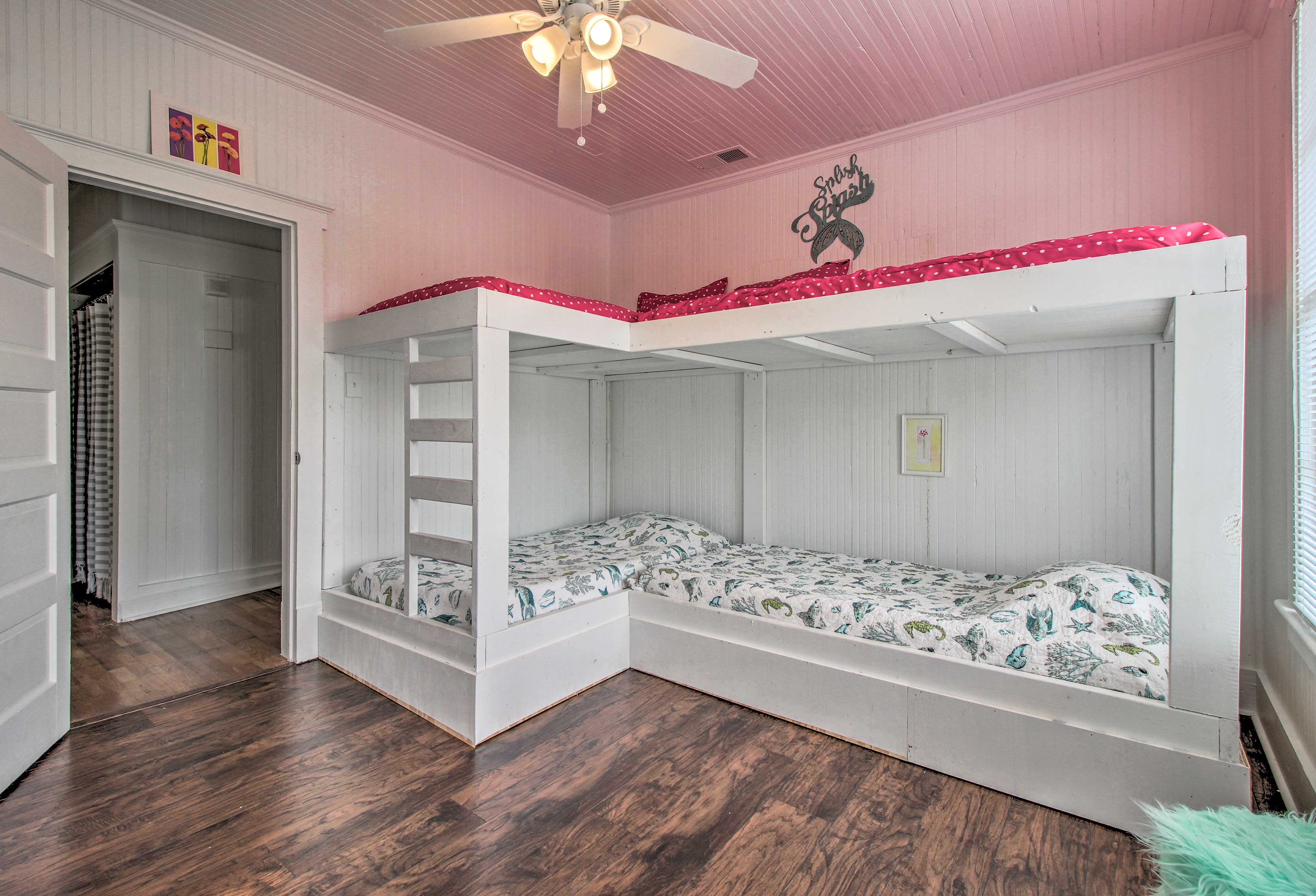 The third bedroom has 2 twin-over-twin bunk beds.
