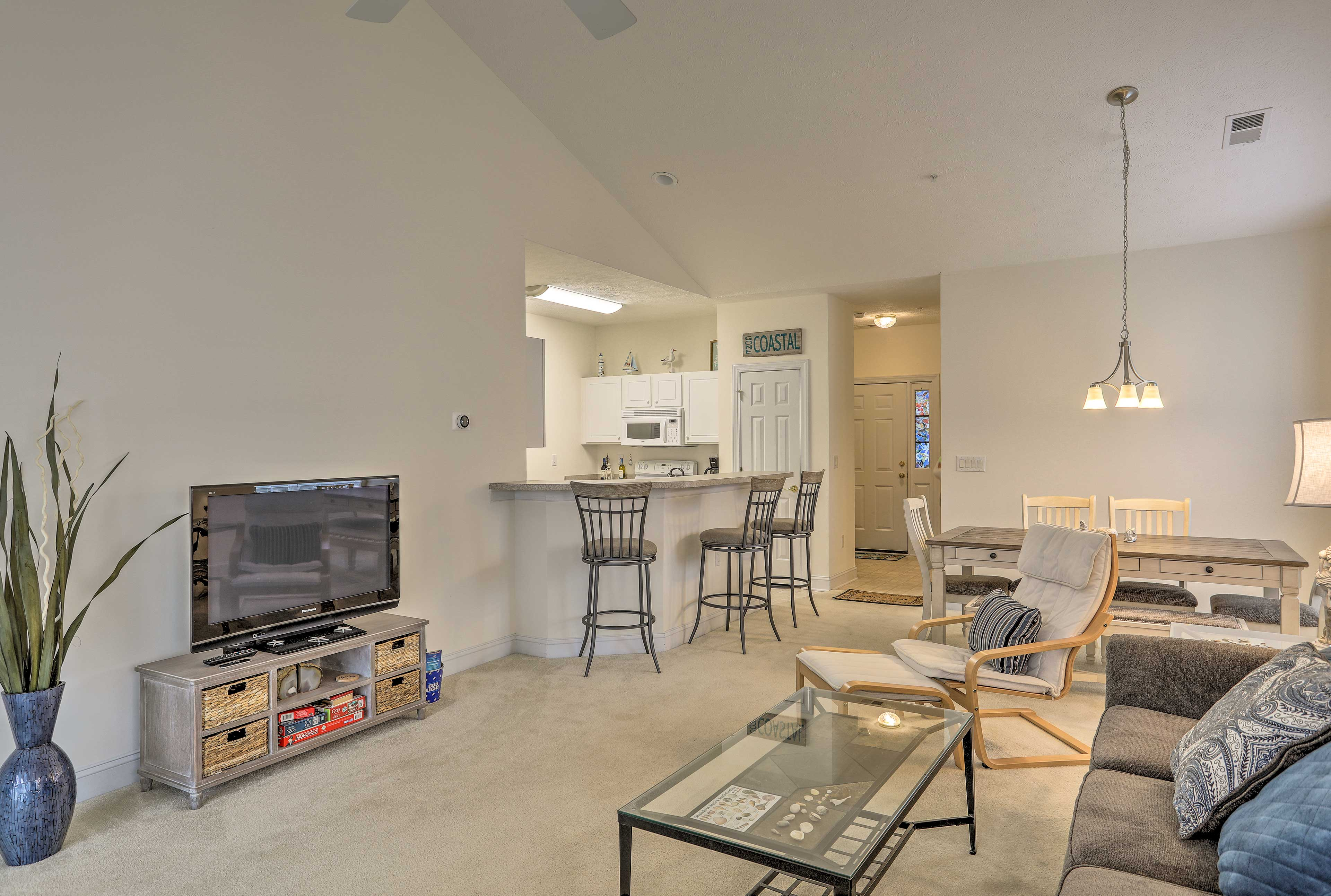 This 3-bedroom, 2-bath vacation rental condo awaits you in Myrtle Beach!
