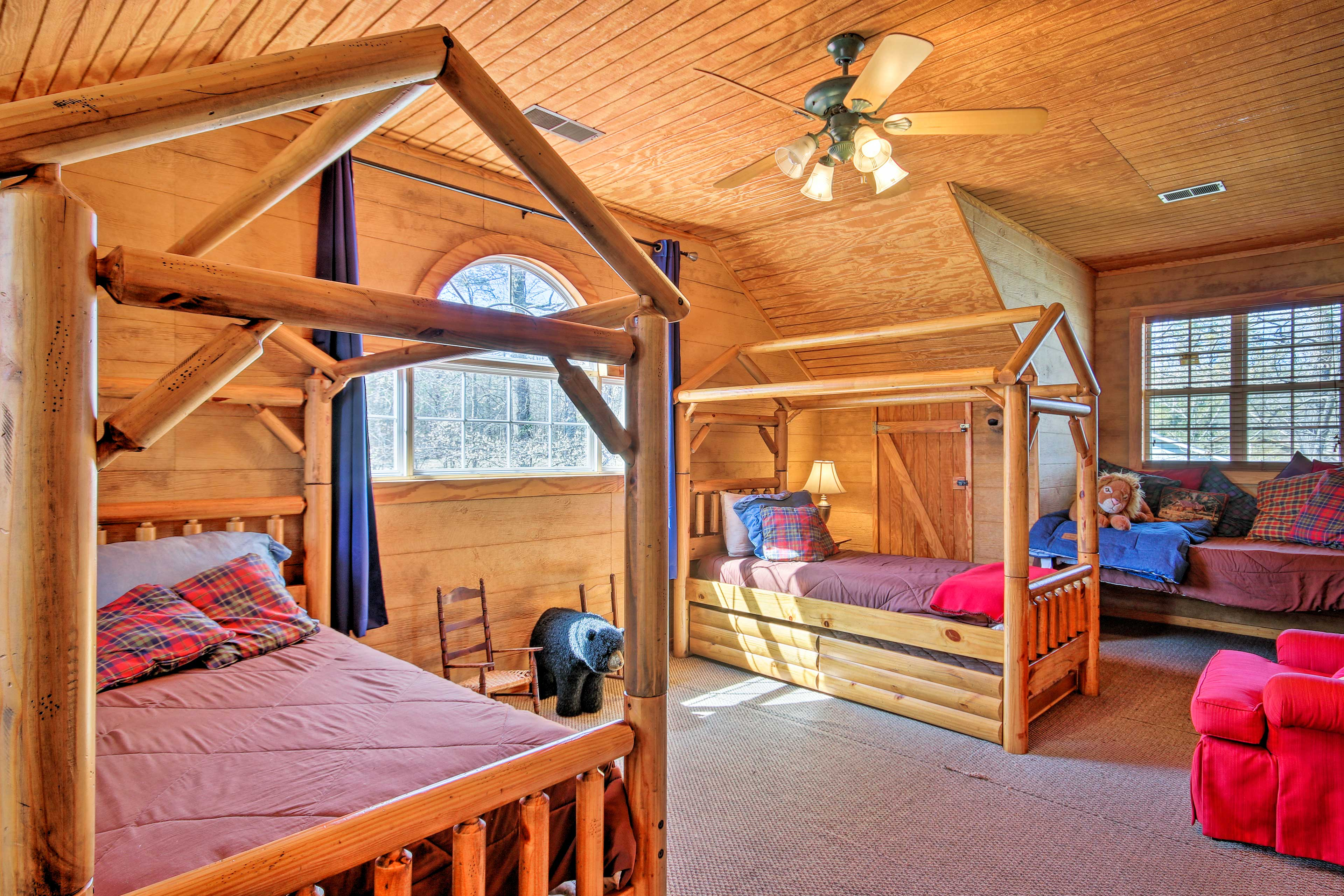 This room includes 4 twin beds.