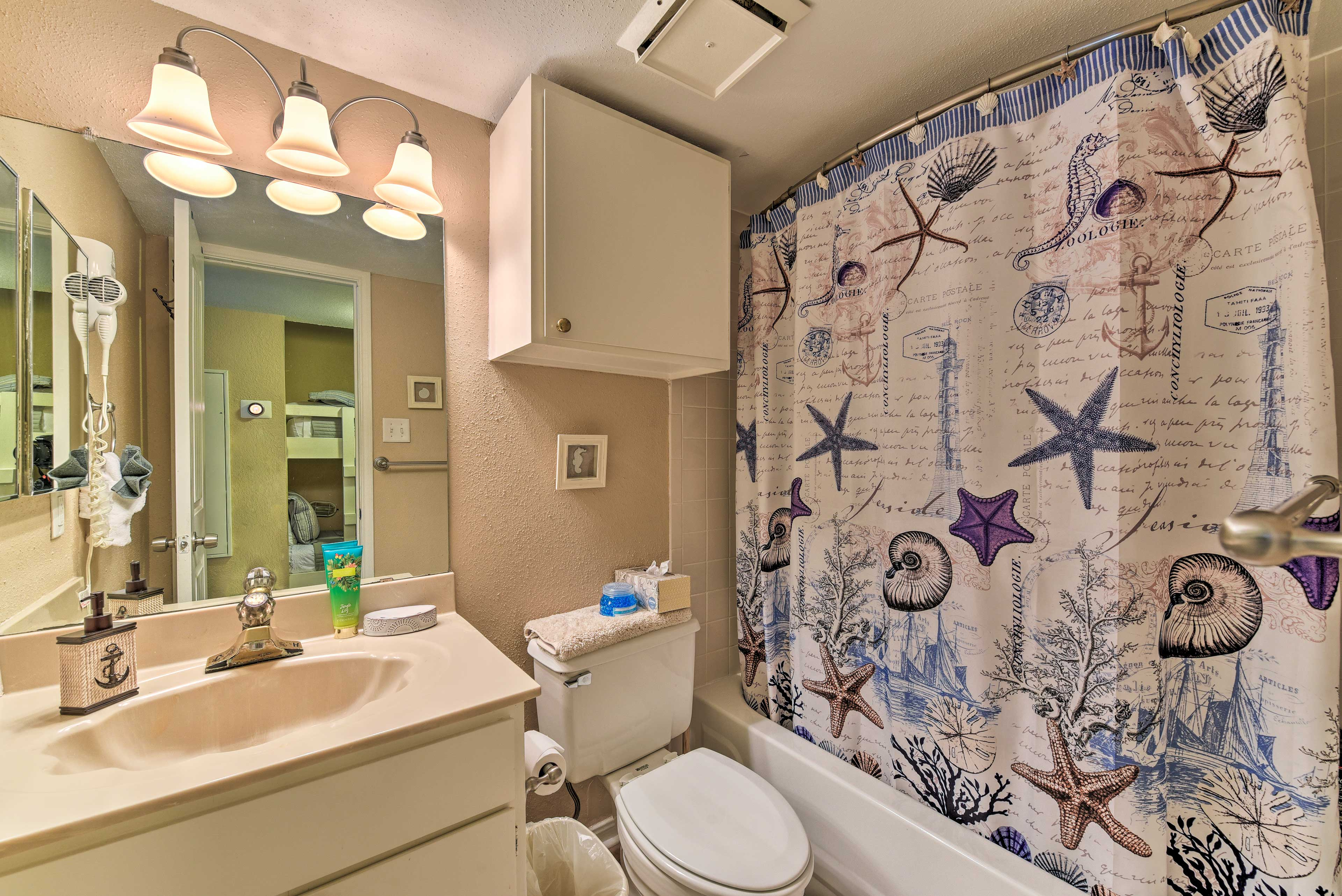 The full bathroom boasts a shower/tub combo and fresh towels.