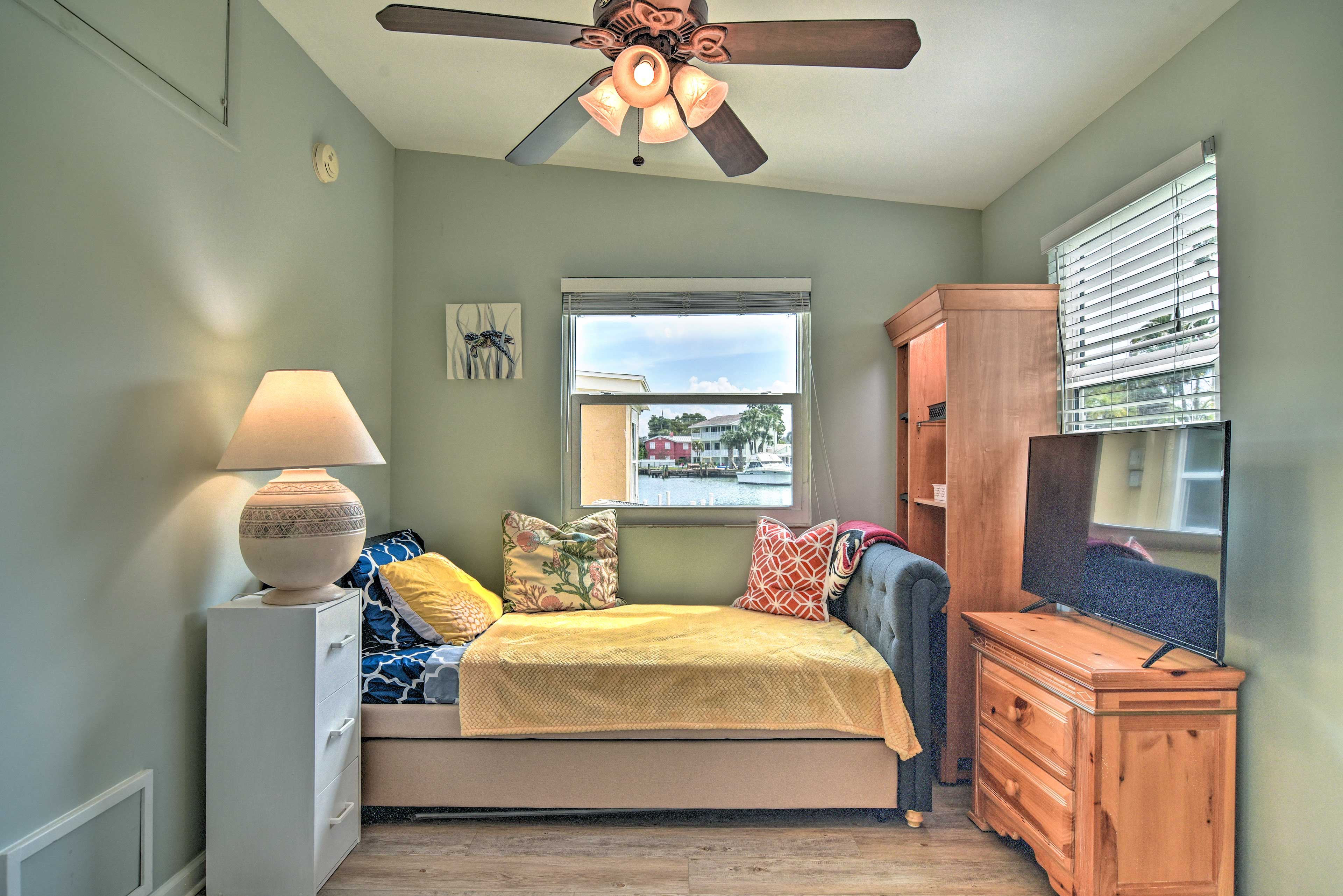 Bedroom 3   Twin Daybed w/ Twin Trundle