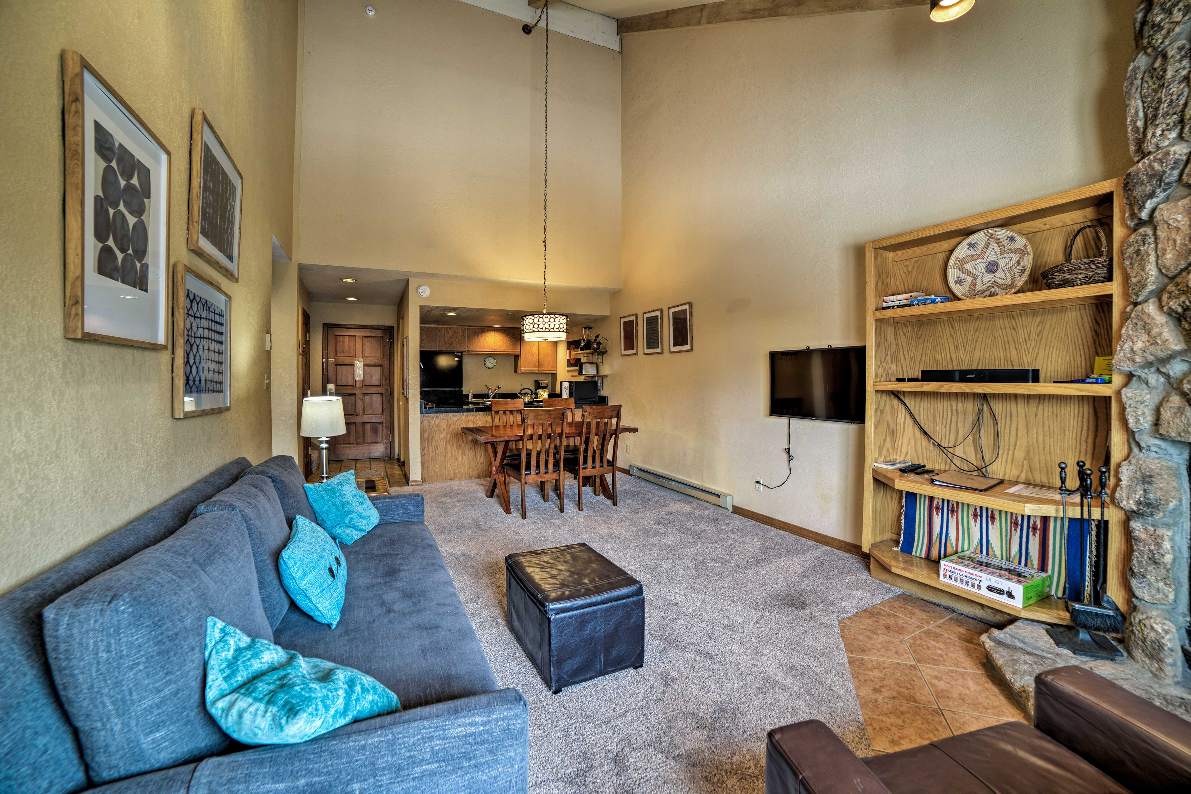 Living Room | Smart TV | Vaulted Ceilings