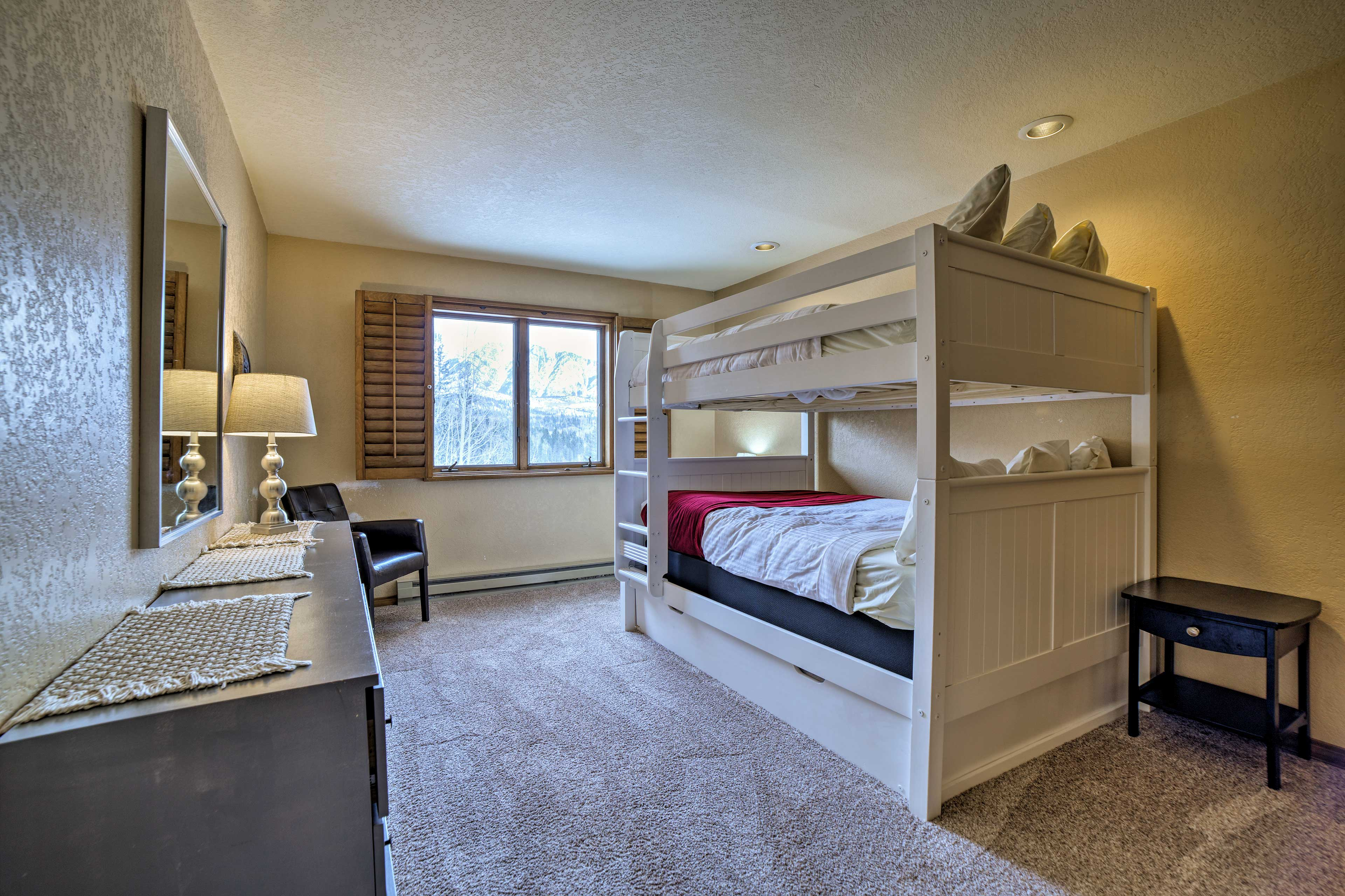 Bedroom 2 | Full Bunk Bed w/ Twin Trundle Bed