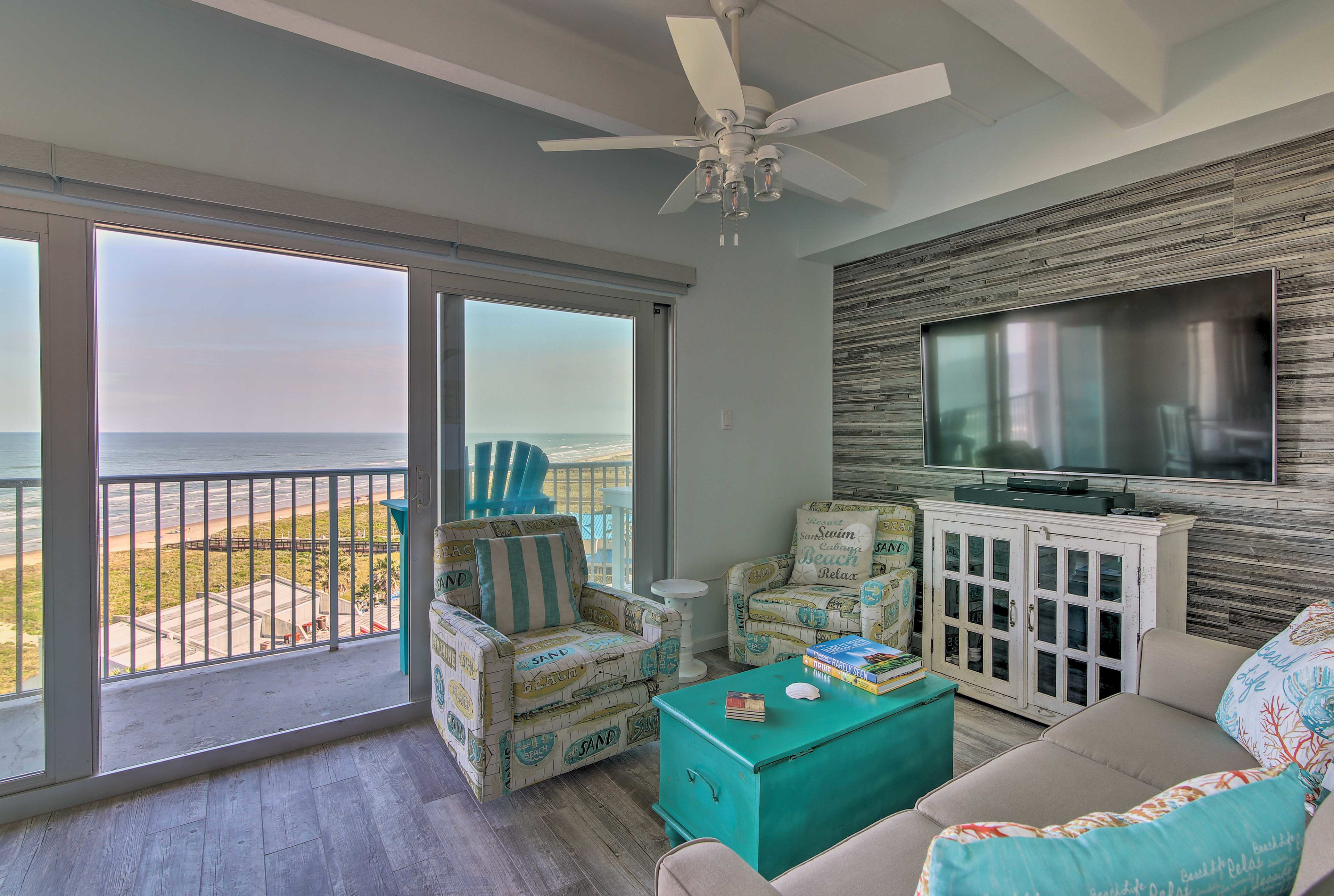 Living Room | 7th Floor Access | Elevator / Wheelchair Accessible