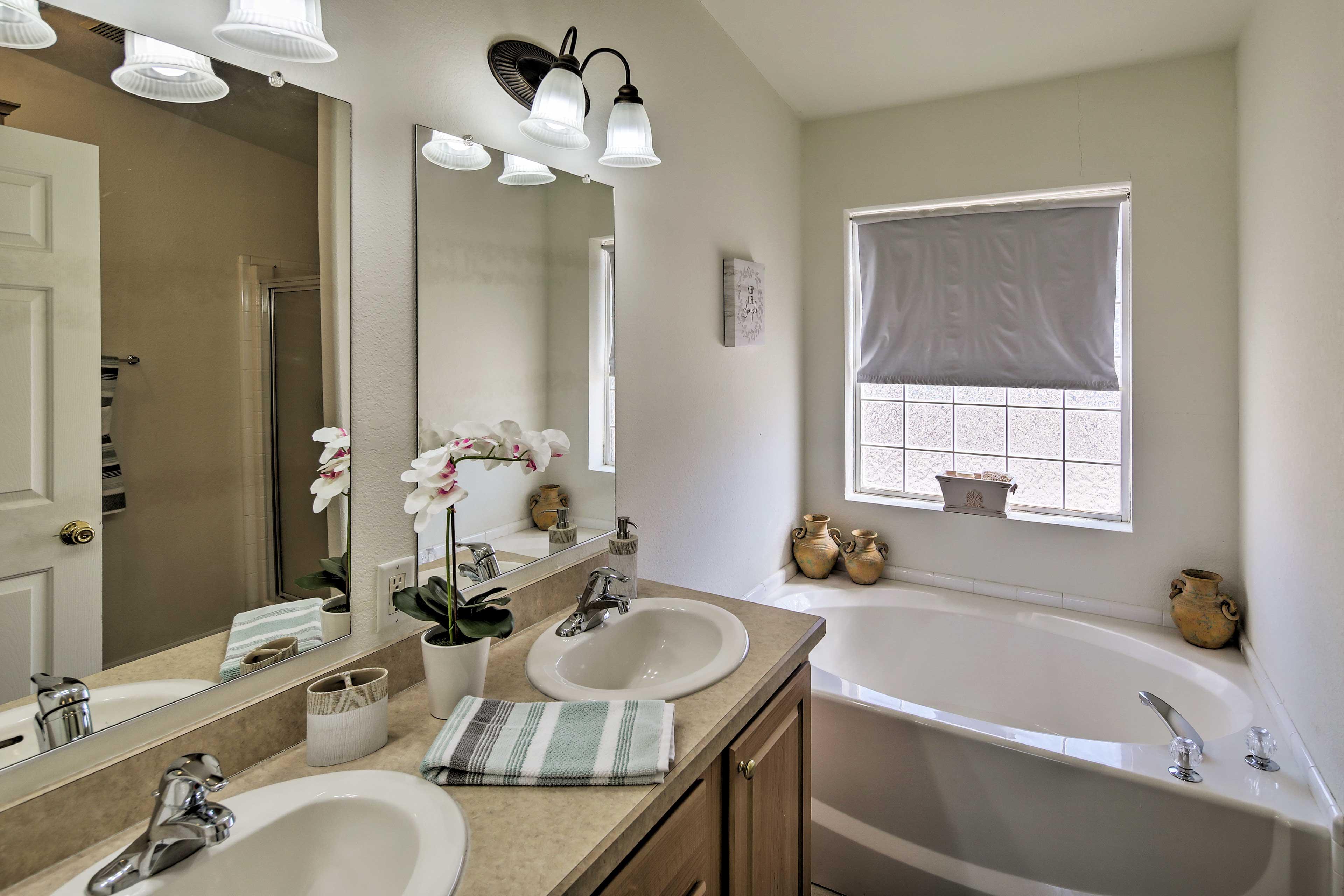 Primary Bedroom | En-Suite Bathroom