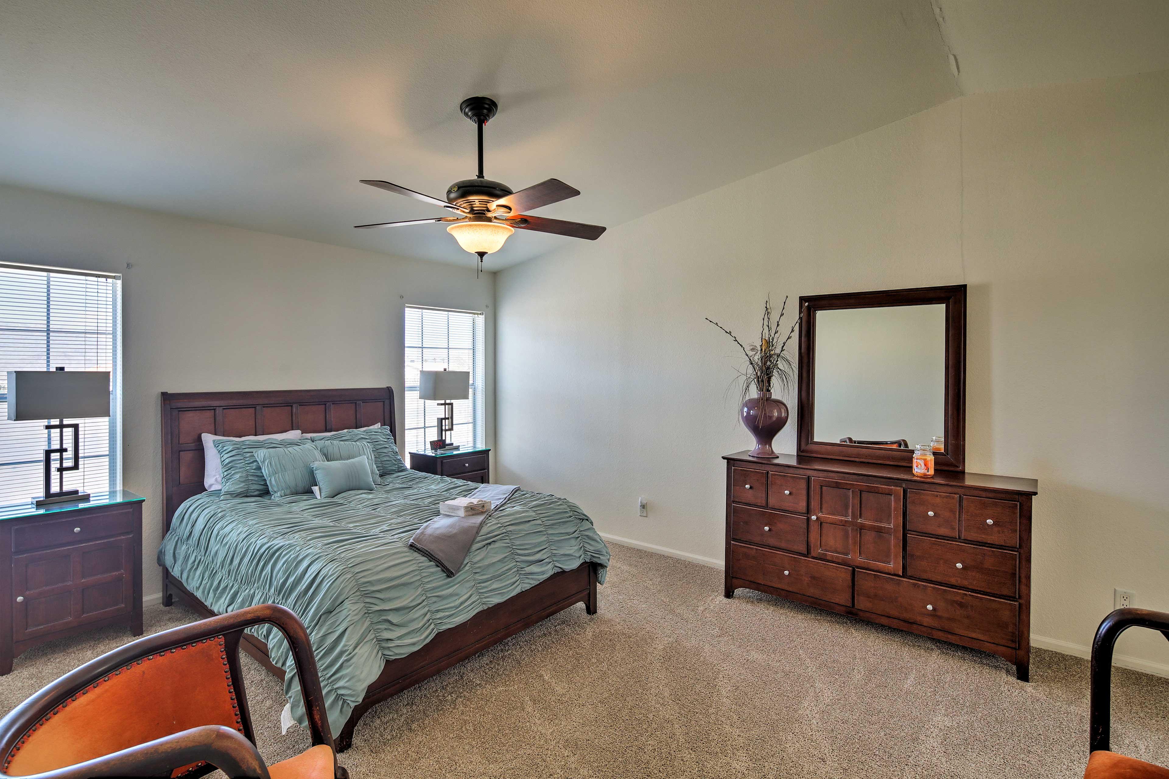 Primary Bedroom | Queen Bed