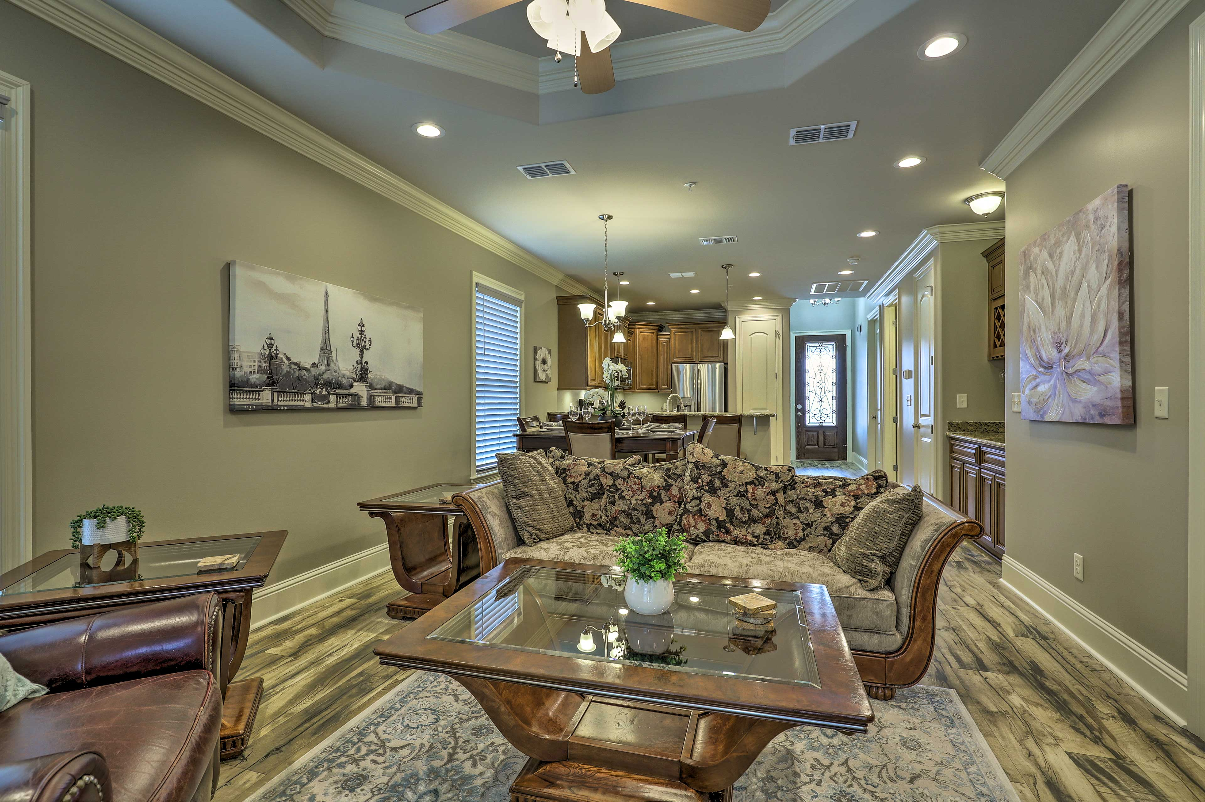 Find a home-away-from-home at this charming Diamondhead condo!