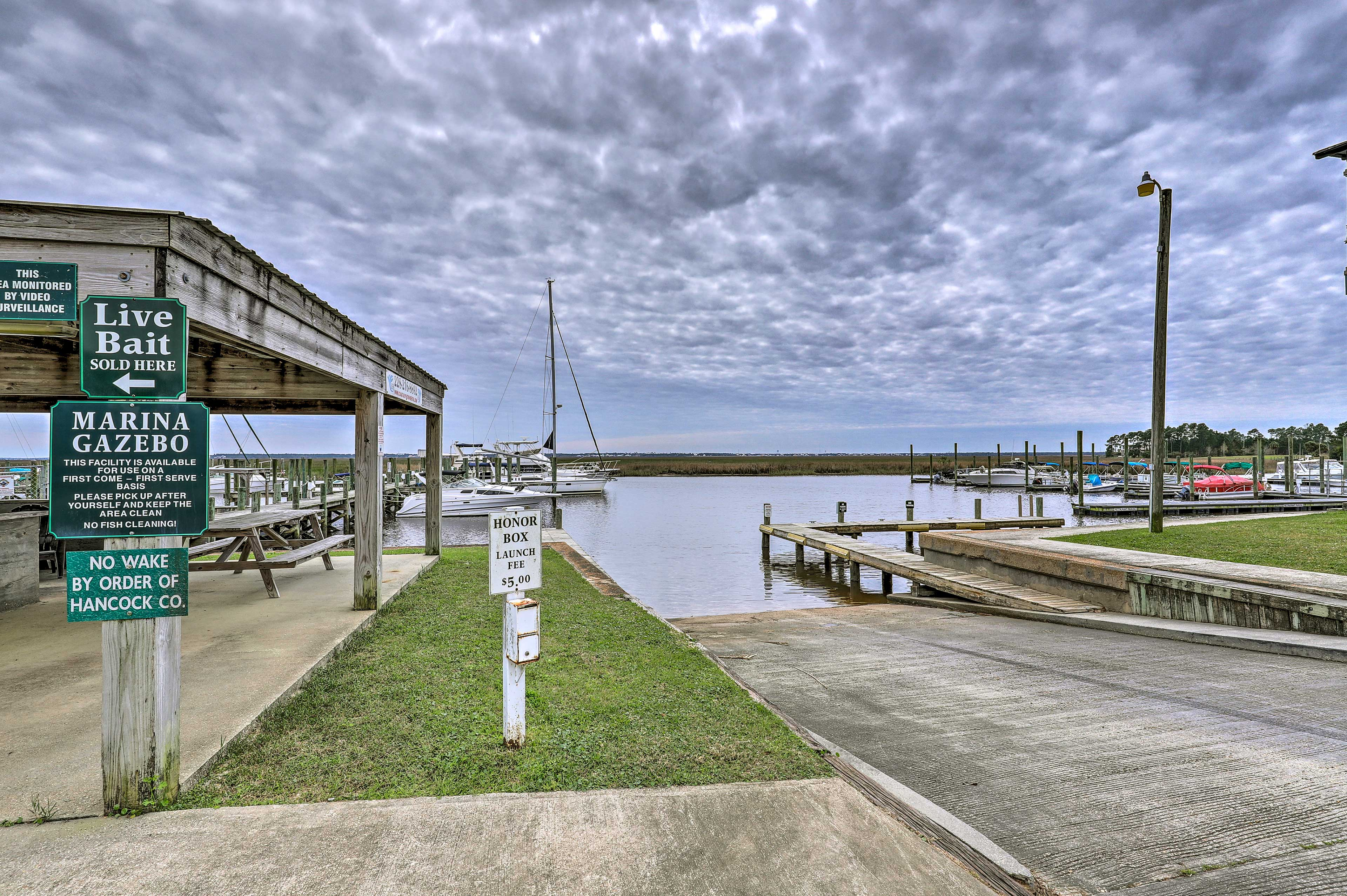 Rent a boat from the Diamondhead marina!